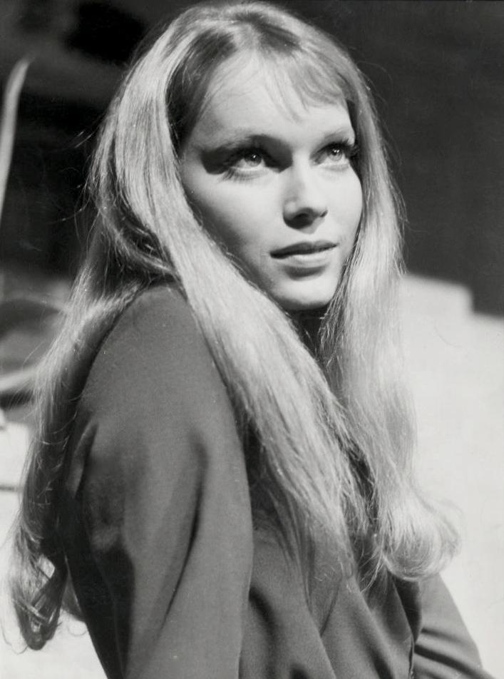 Mia Farrow 1964.png