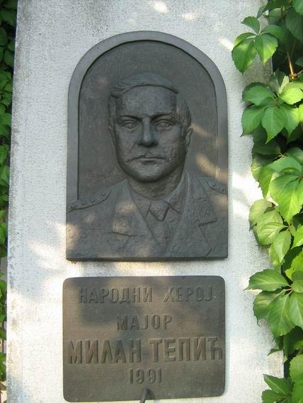 Югославский солдат и английский матрос