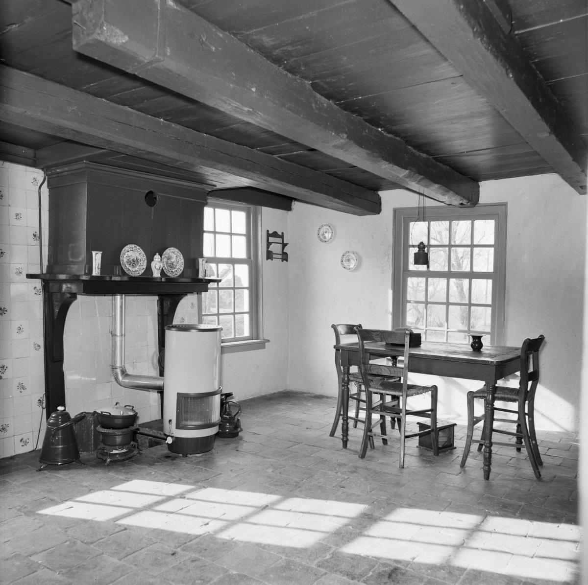 File:Nr. 10, interieur kamer achterhuis - Janum - 20120783 - RCE.jpg ...