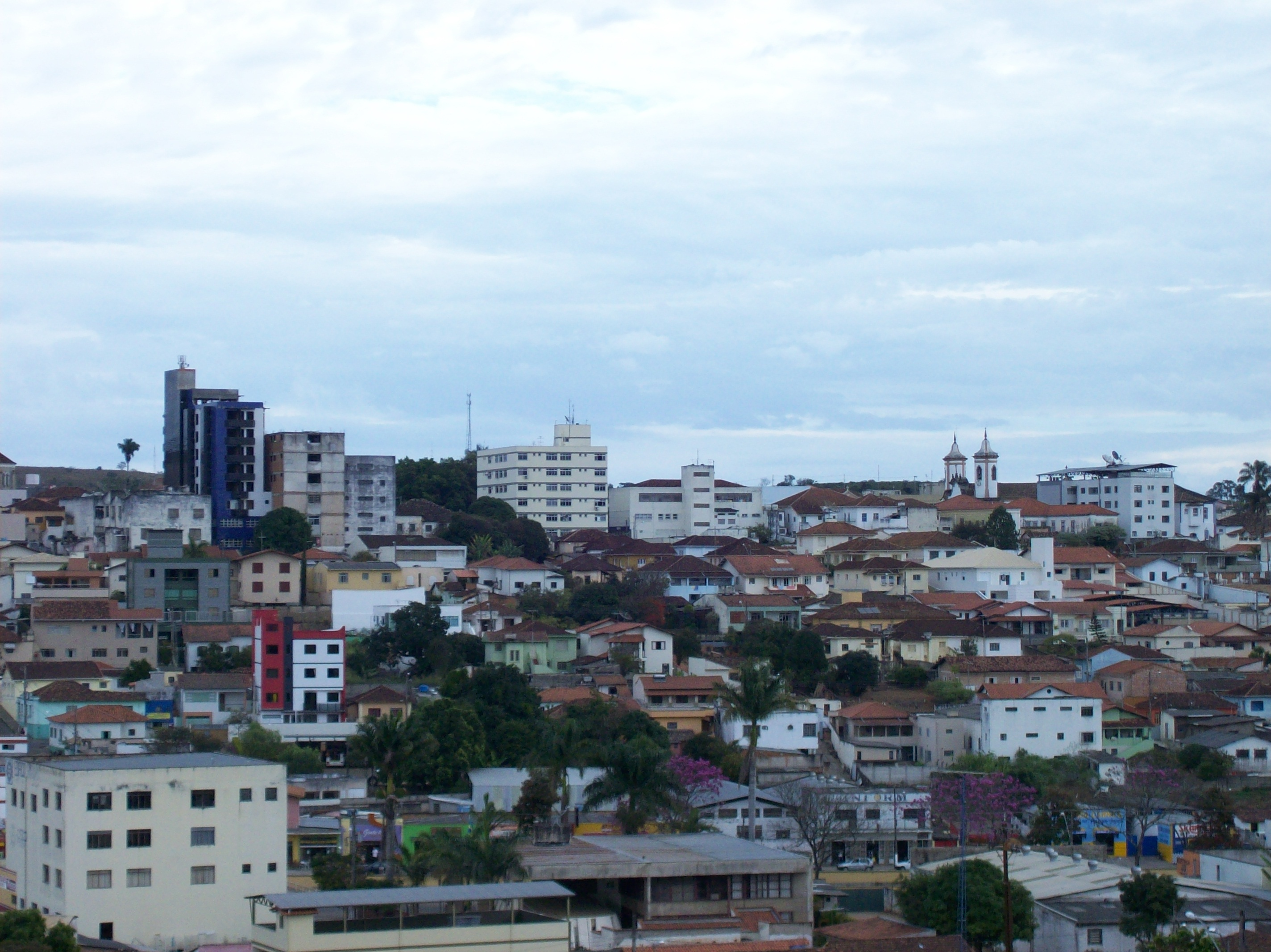 Oliveira Minas Gerais fonte: upload.wikimedia.org