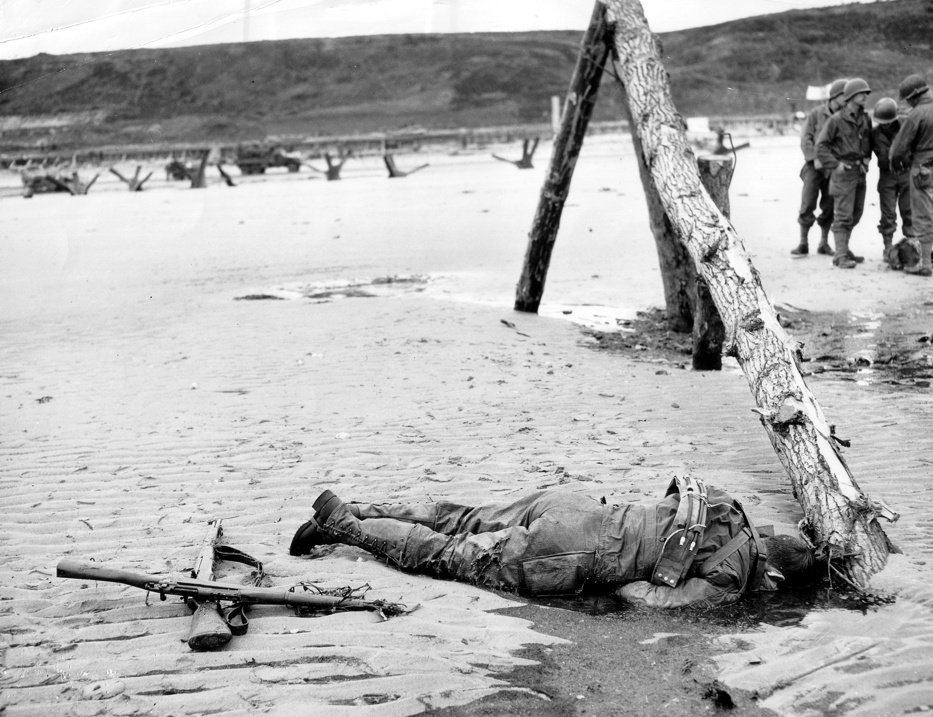 20th century  How many troops died on Dday  History