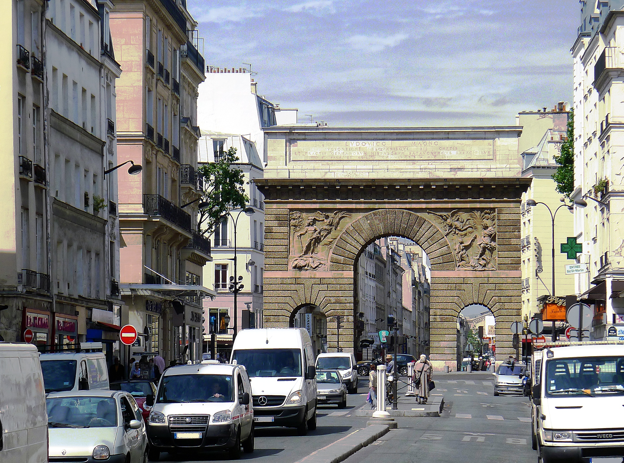 File P1100968 Paris Iii Rue Saint Martin Et Porte Saint
