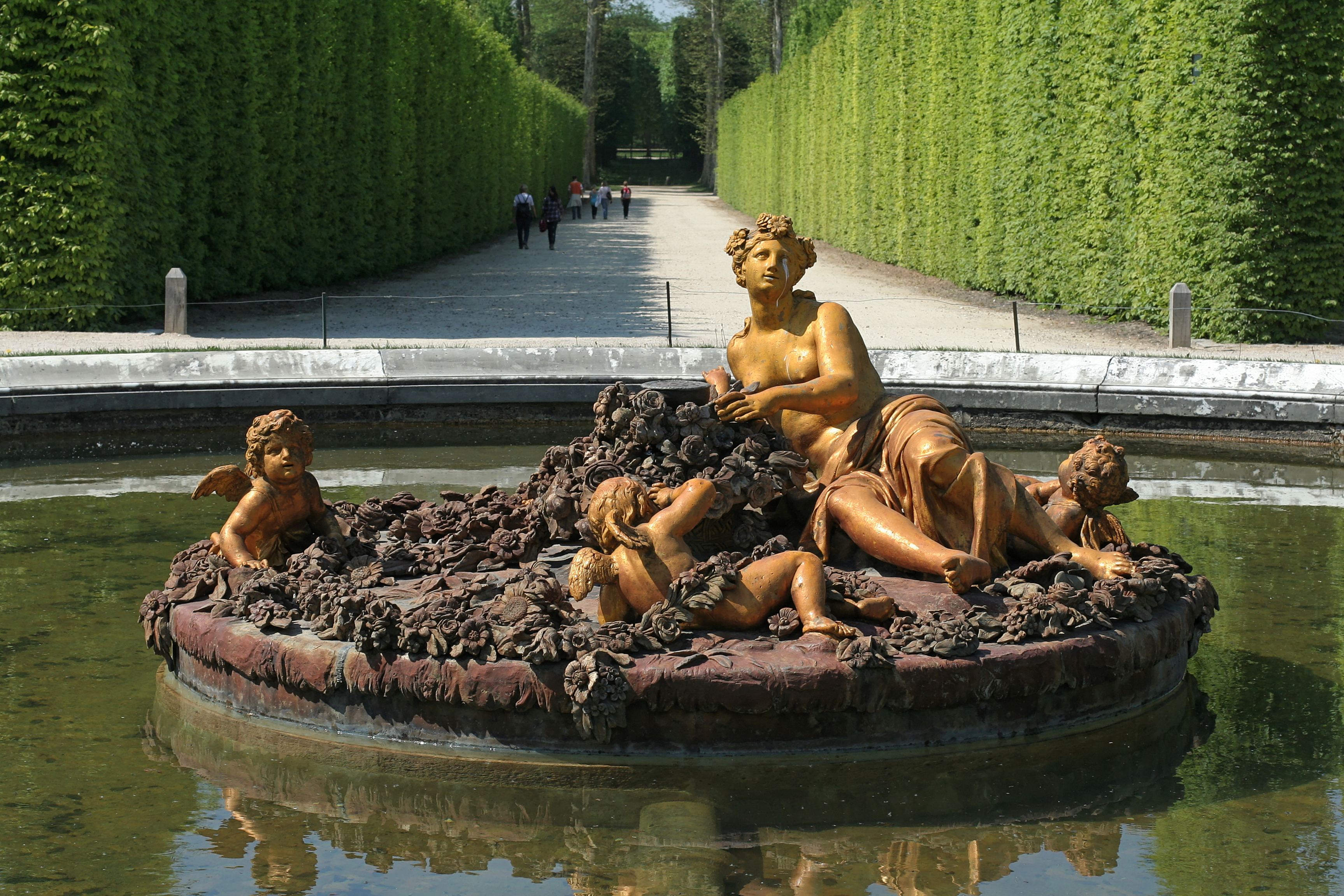 Design bassin avec fontaine saint denis 1338 bassin saint denis - Petit bassin exterieur saint denis ...