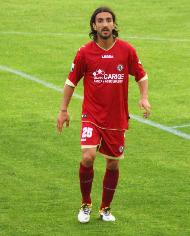 Piermario Morosini playing for Livorno in 2012.jpg
