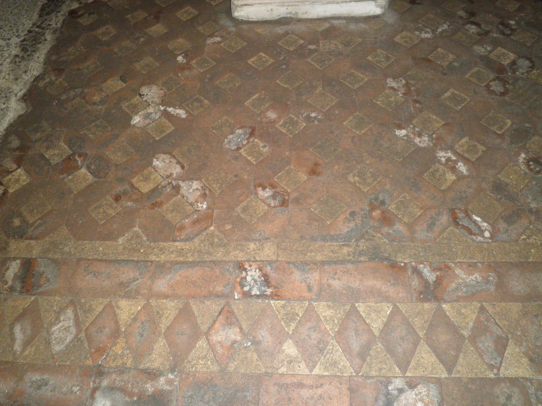 File:pigna s m in via lata cripta pavimento cotto 5170006.jpg
