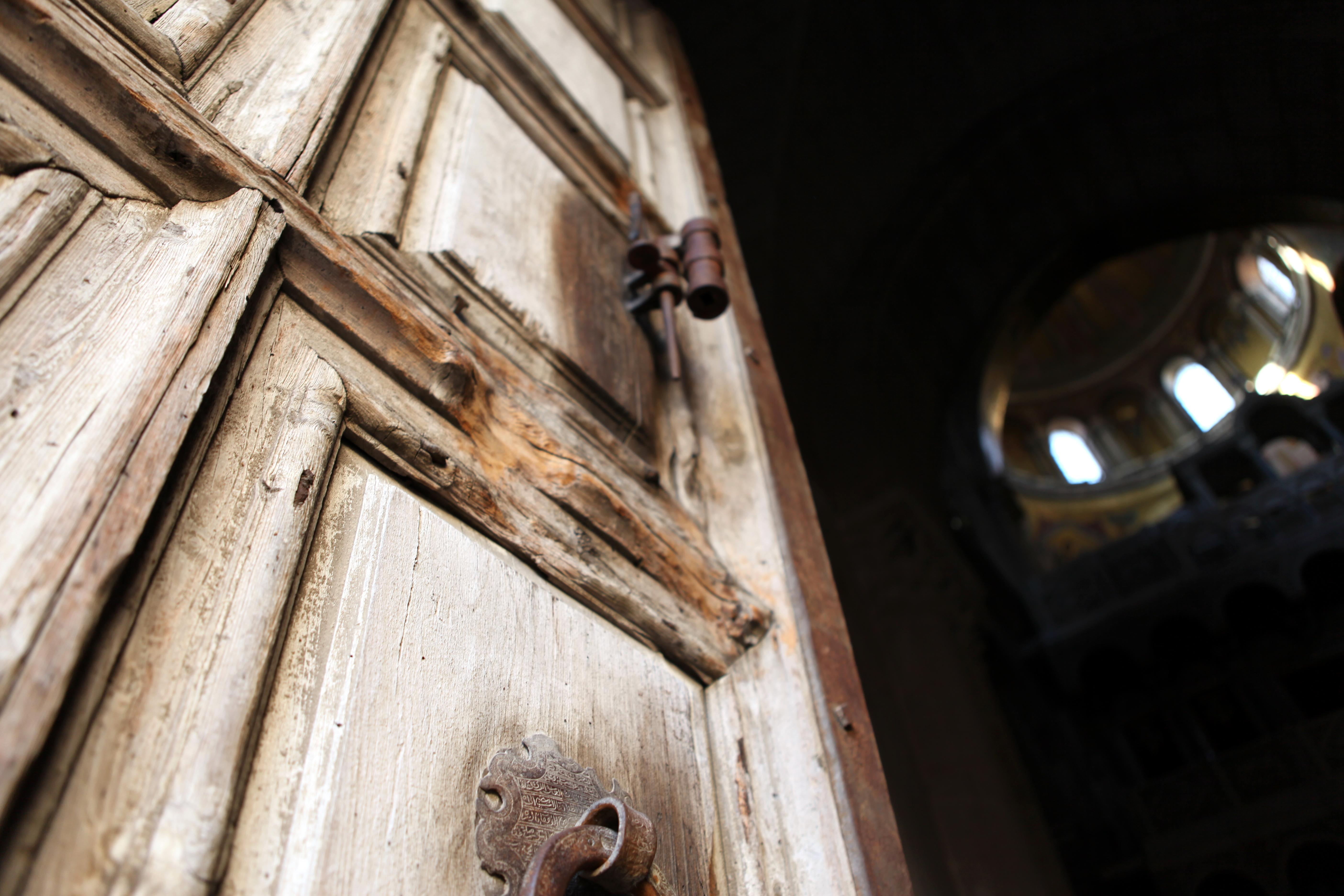כניסת כנסיית הקבר