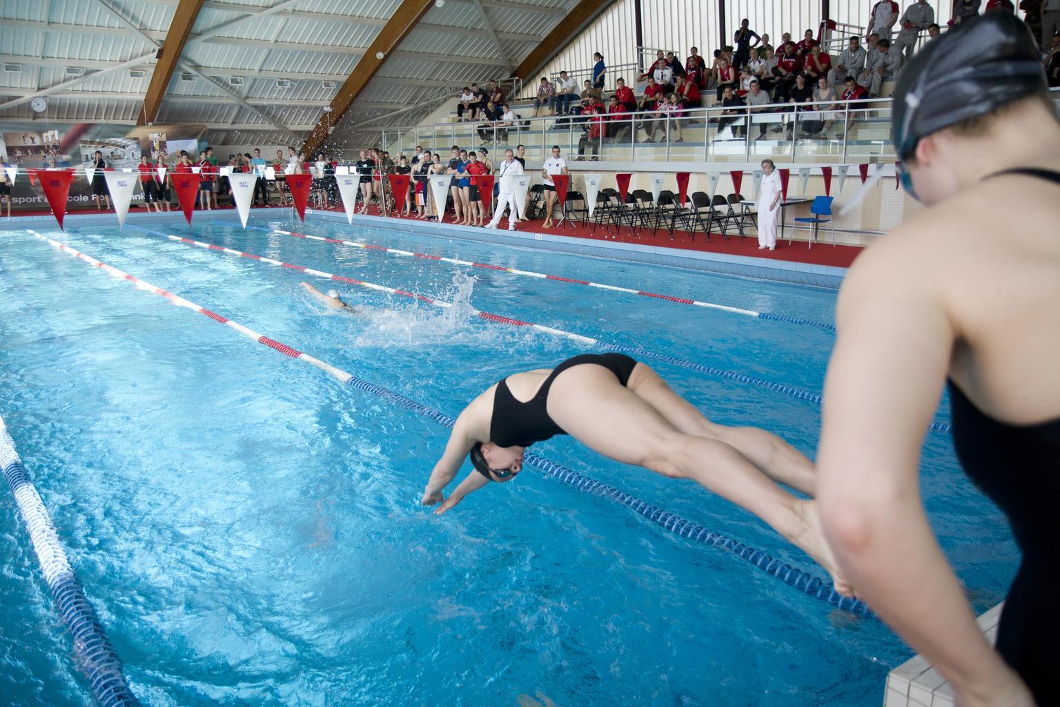 File piscine 25 m tres cole wikimedia for 42 ecole piscine