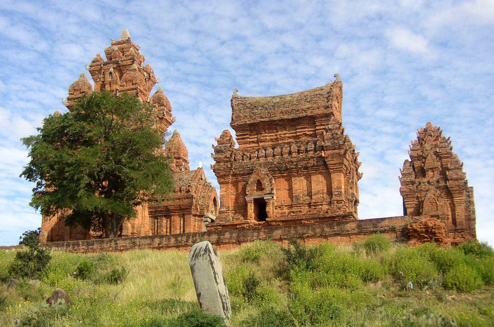 Kết quả hình ảnh cho Poklong Garai Temple