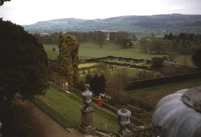 Powis Castle garden - geograph.org.uk - 1202597