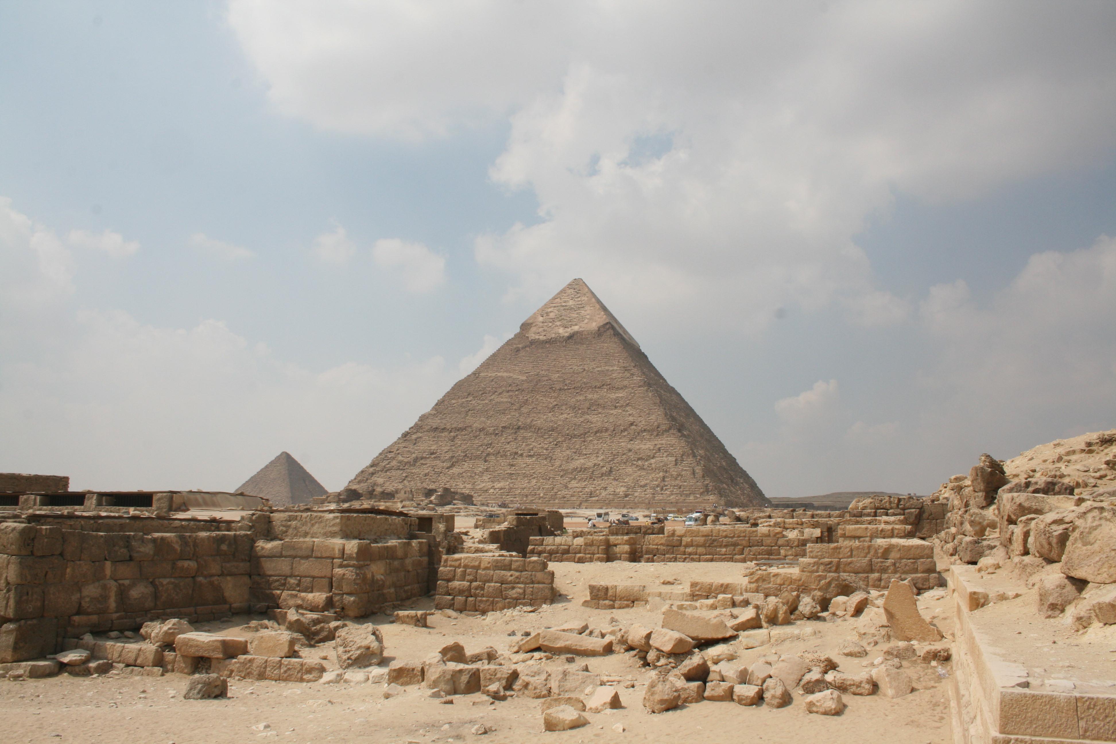 File:Pyramid of Khafre, Giza, Egypt4.jpg - Wikimedia Commons