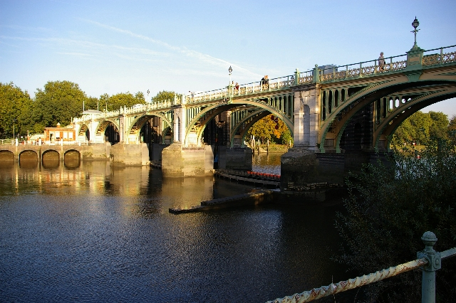 Richmond Lock - geograph.org.uk - 65613