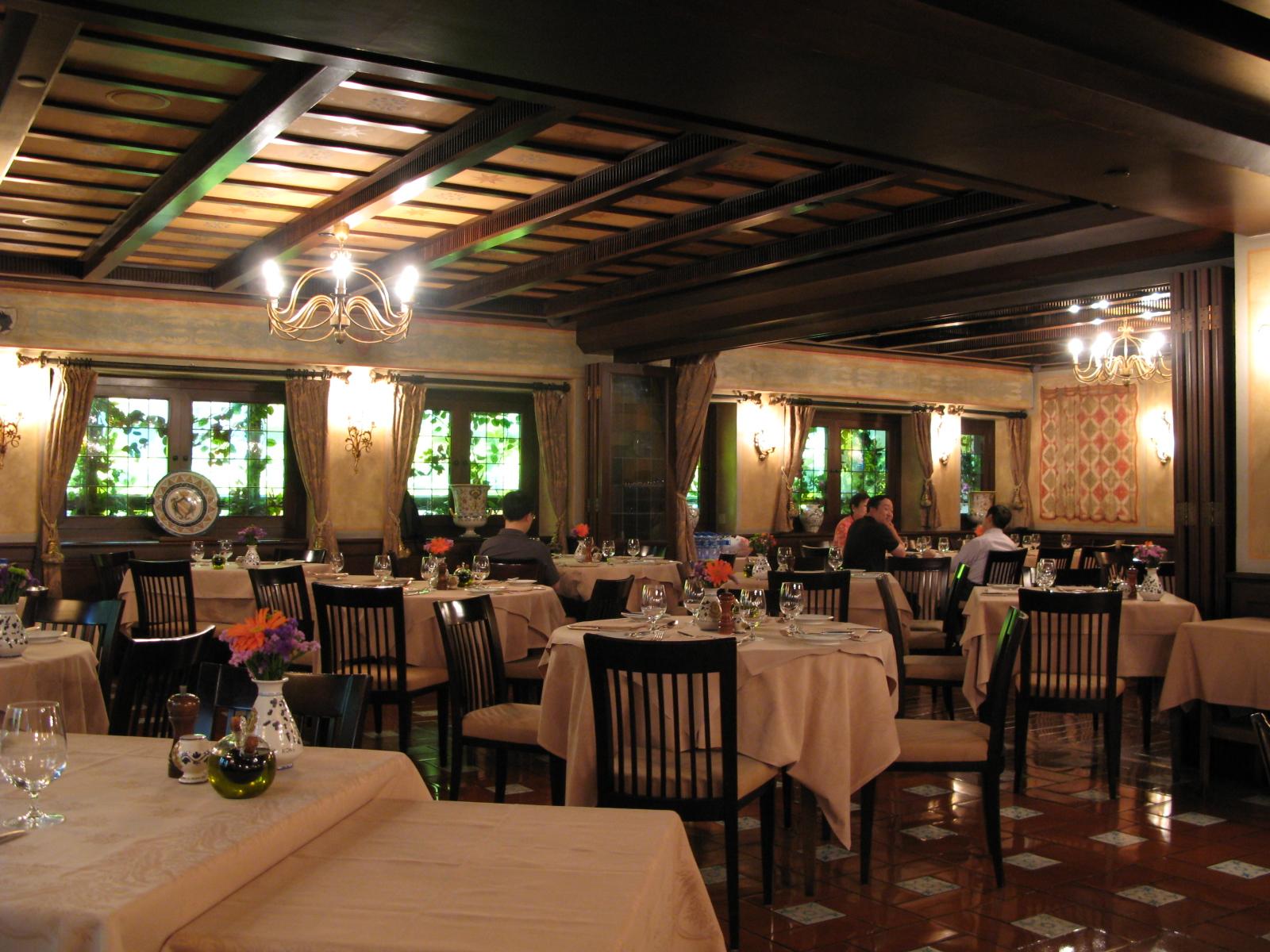 File:Royal Garden Hotel Sabatini 2009.JPG - Wikimedia Commons