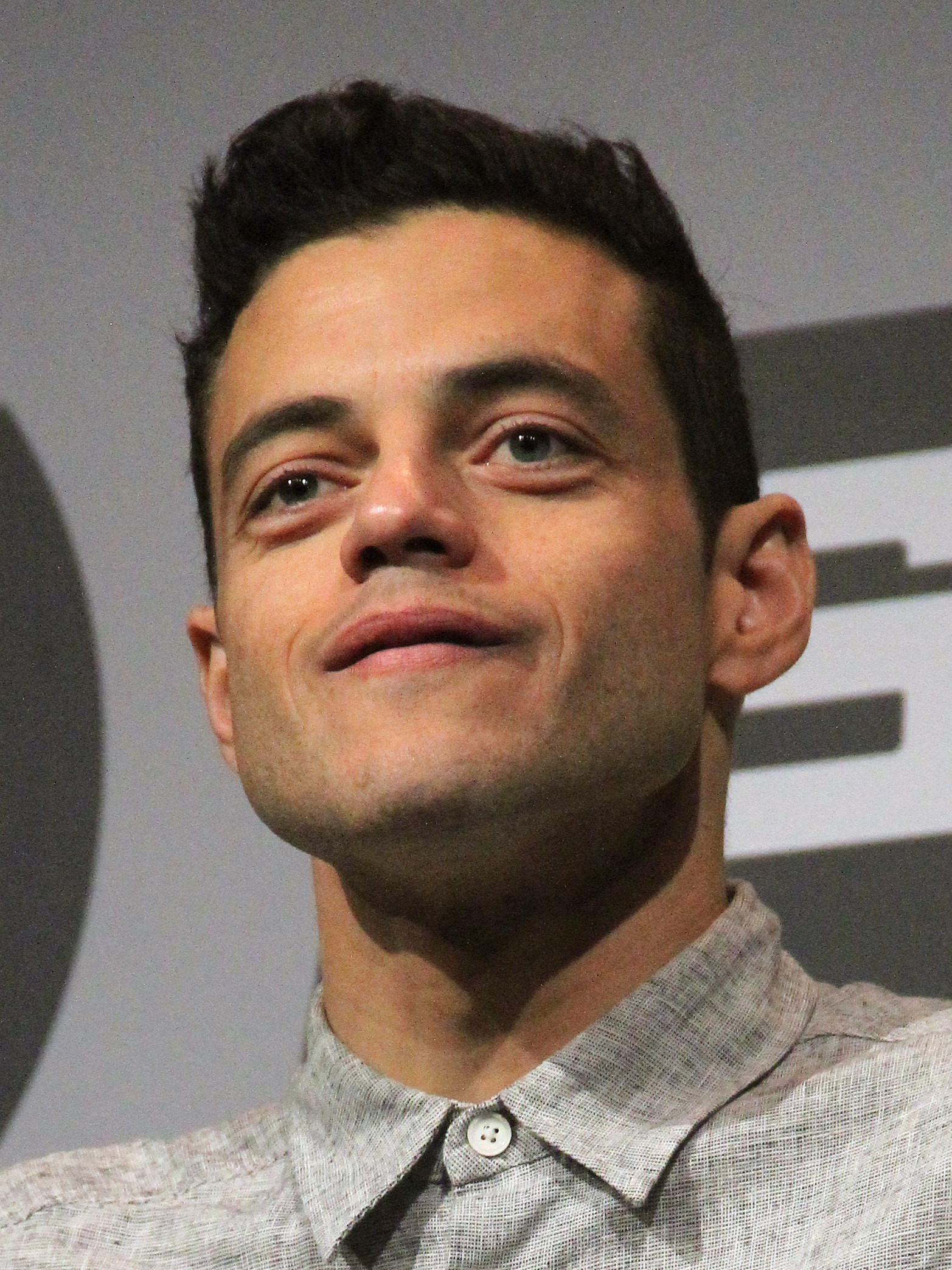The 37-year old son of father (?) and mother(?) Rami Malek in 2018 photo. Rami Malek earned a  million dollar salary - leaving the net worth at 2 million in 2018
