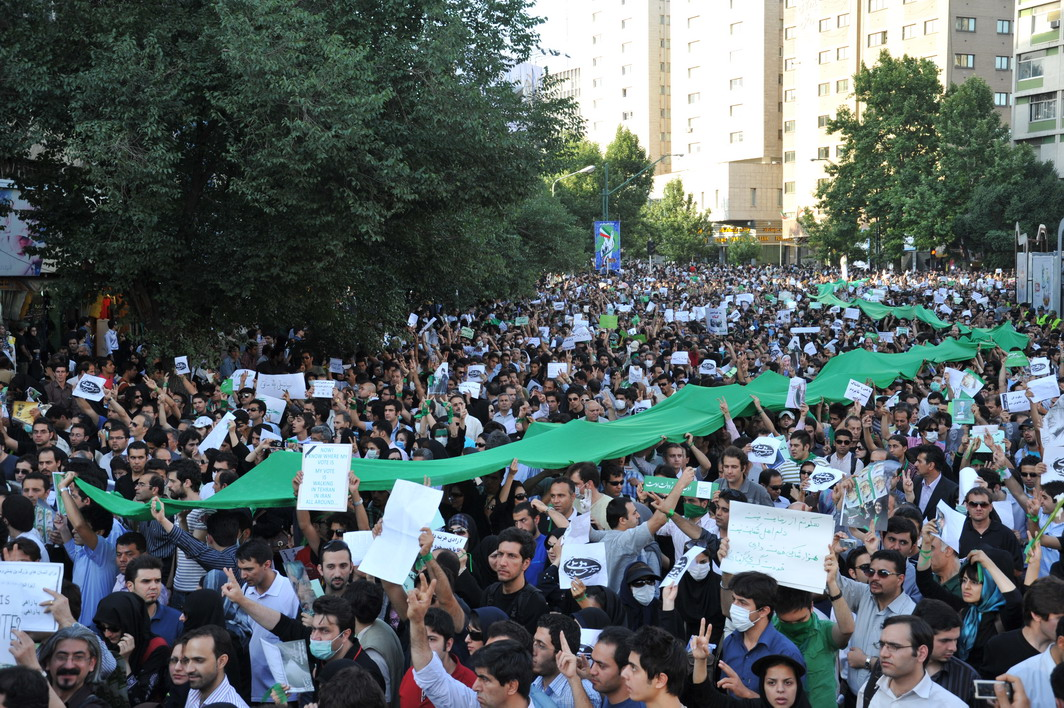 https://upload.wikimedia.org/wikipedia/commons/4/4f/Tehran_protest_%281%29.jpg