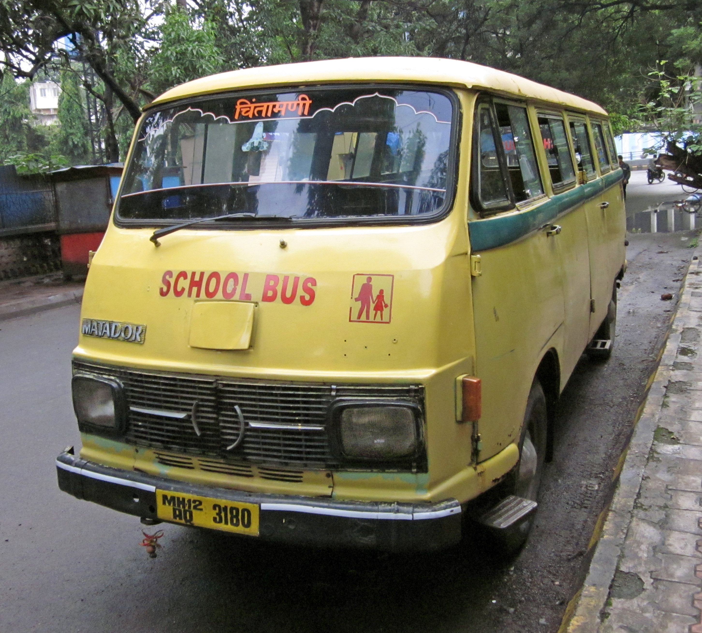 File Tempo Matador School Bus Pune Jpg Wikimedia Commons