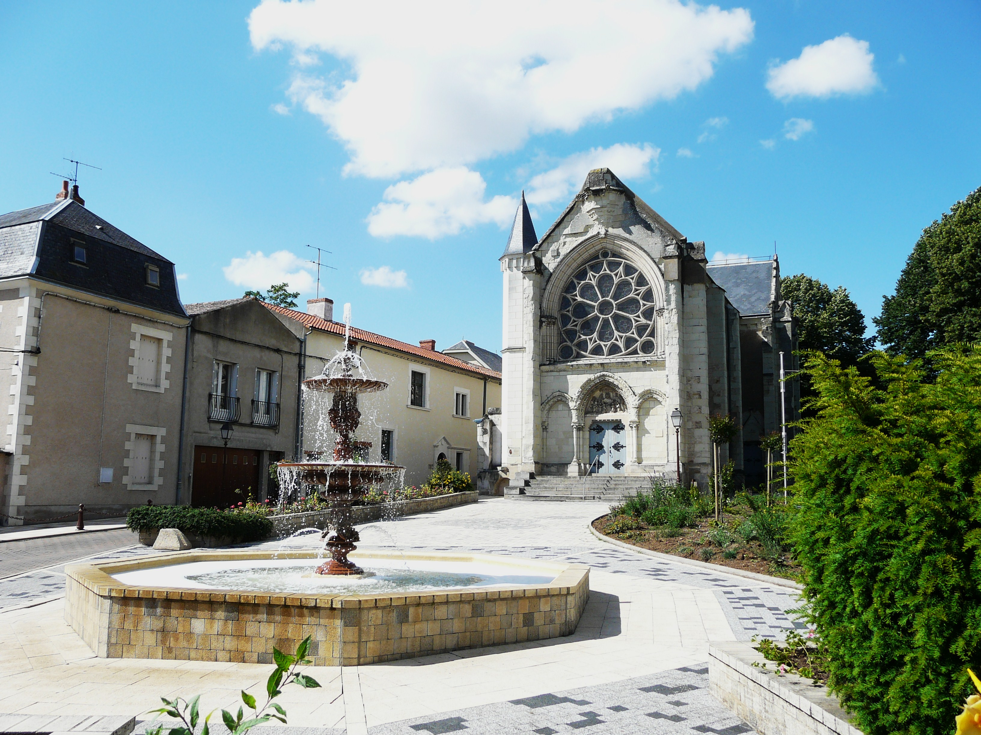 """Résultat de recherche d'images pour """"la chapelle jeanne d'arc thouars"""""""
