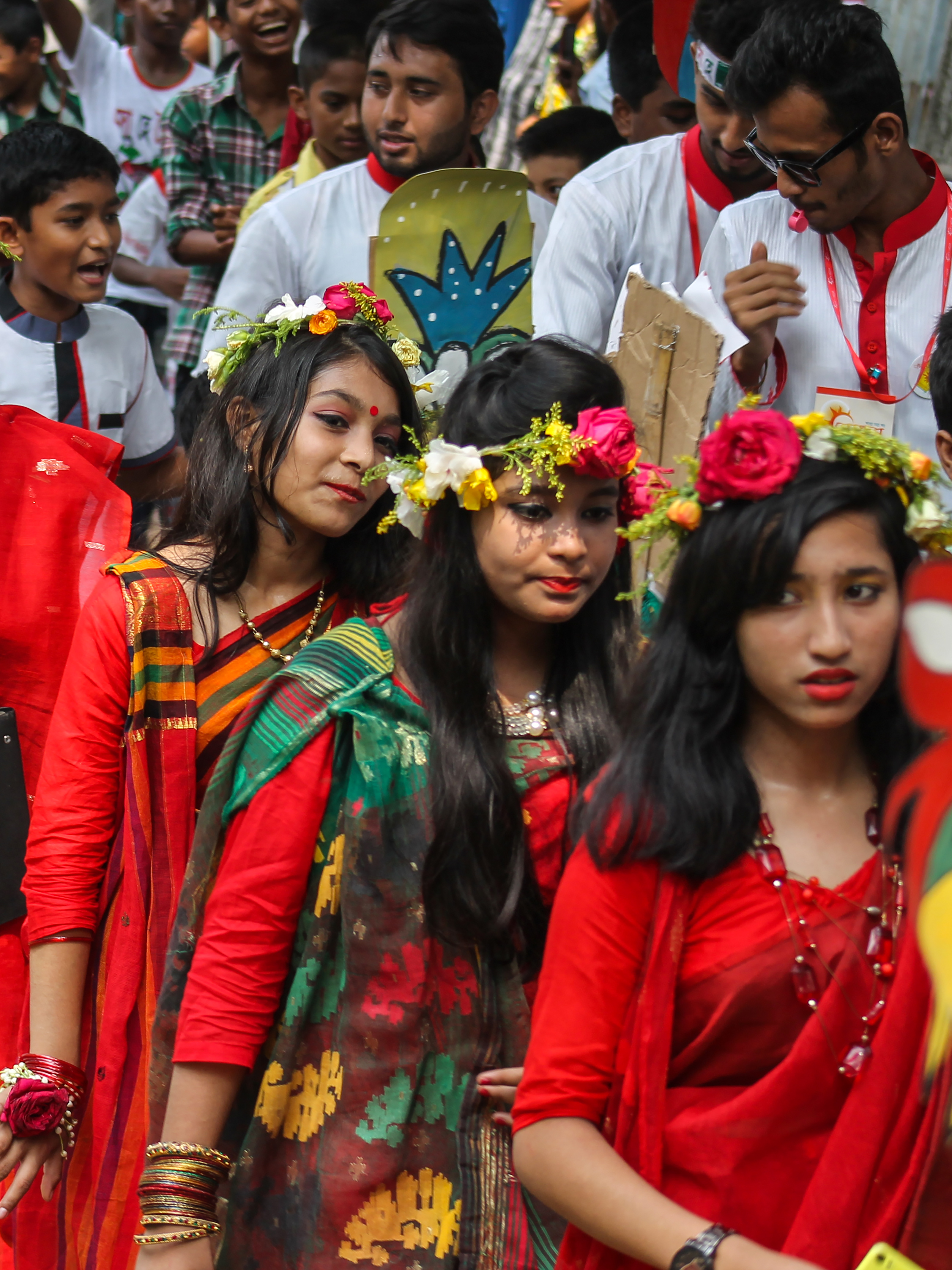 Filethree bangladeshi girls wearing draping sari with flower crown original file izmirmasajfo