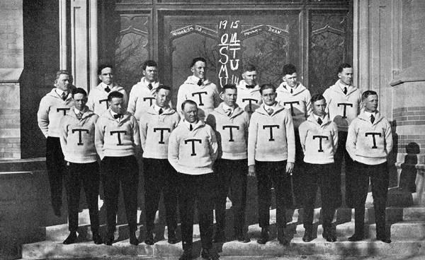 Men's football team, 1915