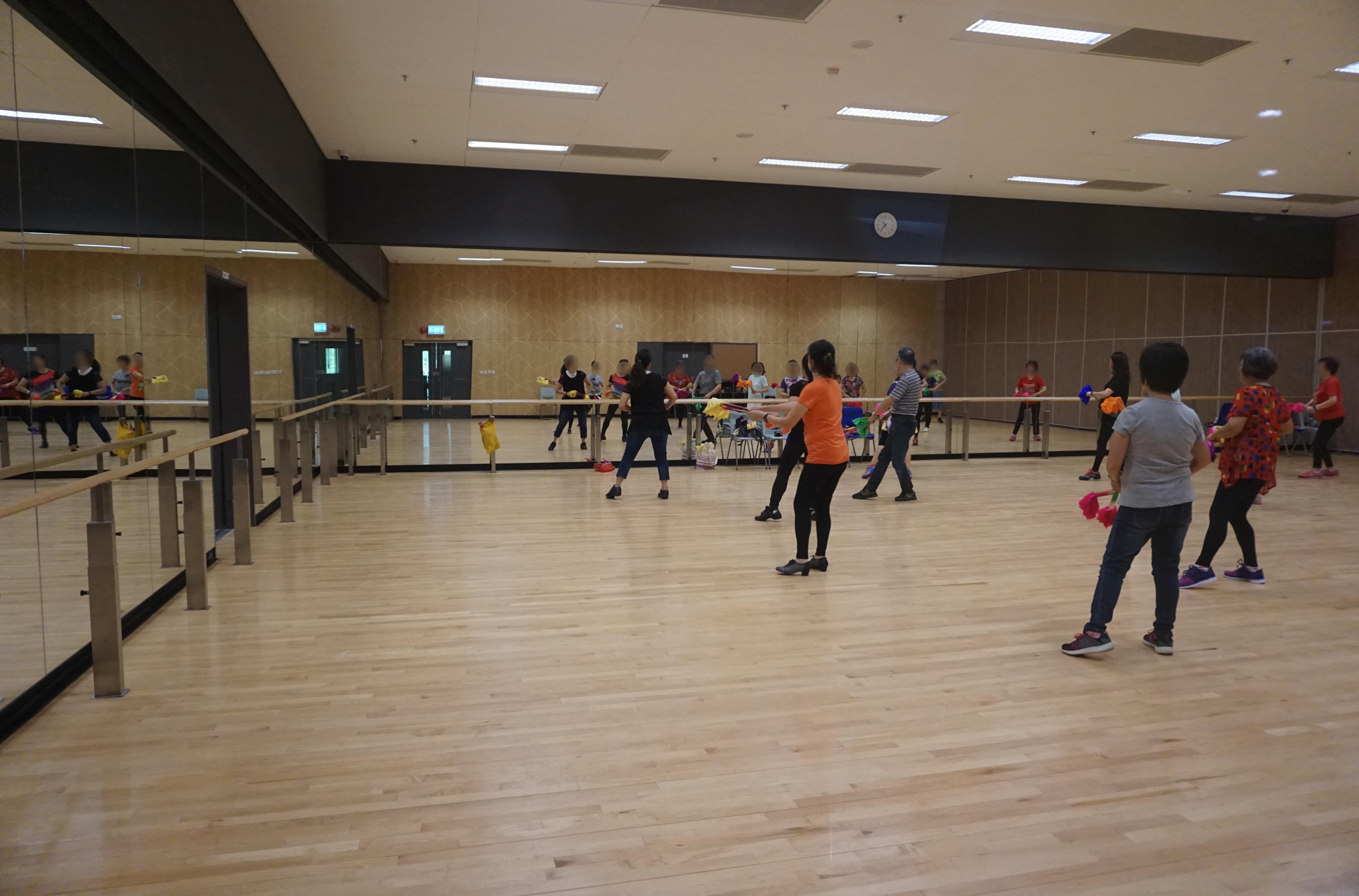 File Tsing Yi Southwest Leisure Building Dance Room Jpg Wikimedia Commons