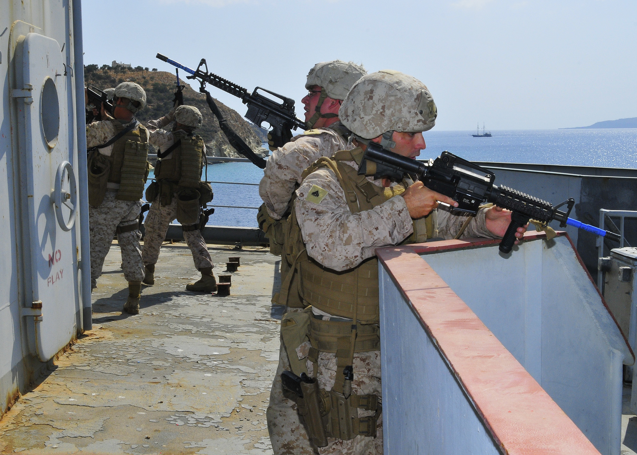 File:U.S. Marines assigned to the Marine Corps Security Force ...