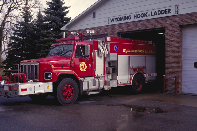 File:USA-Fire-Engine-Wyoming-Hook-And-Ladder.jpg