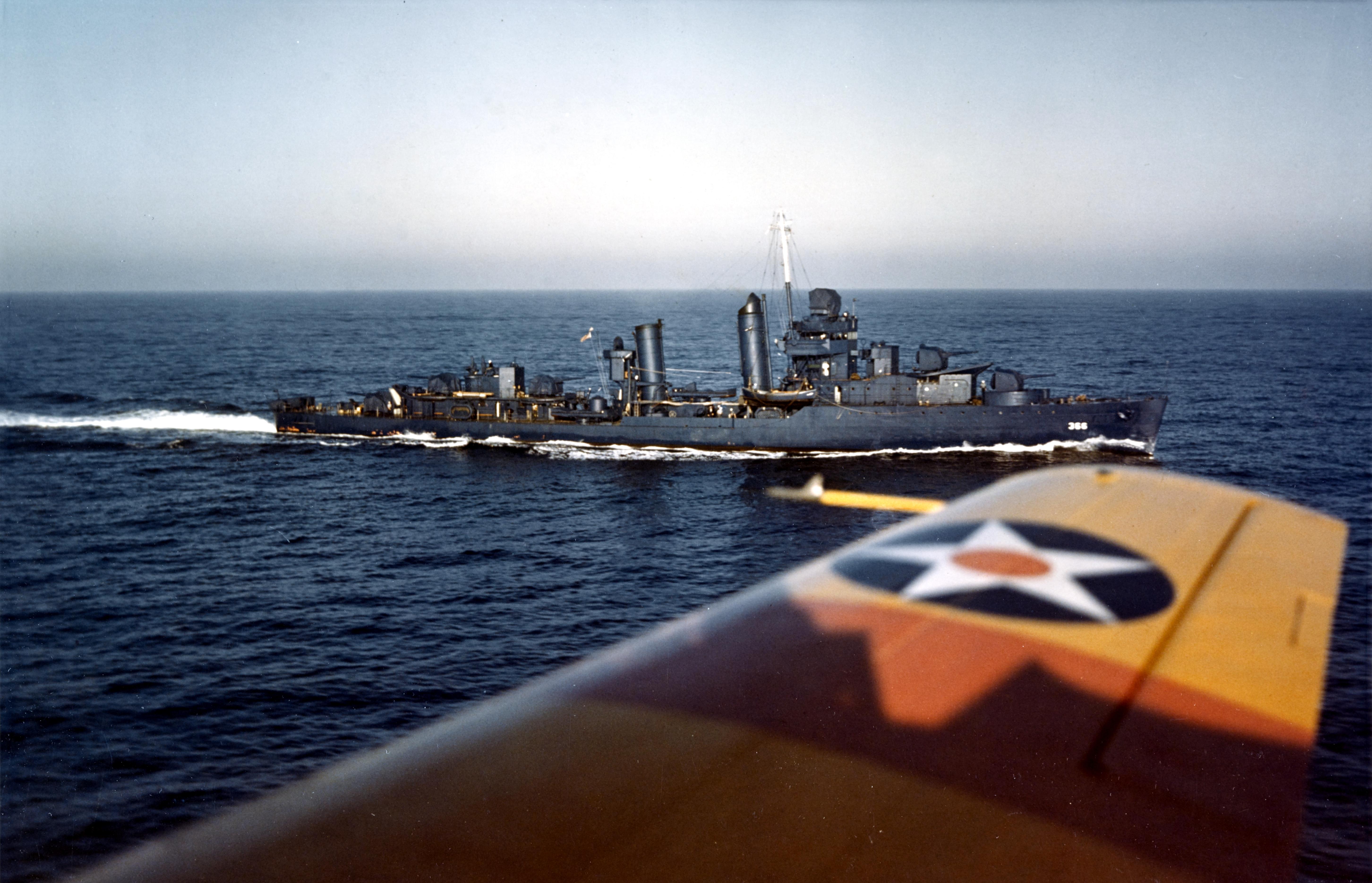 USS_Drayton_%28DD-366%29_underway_1941.j
