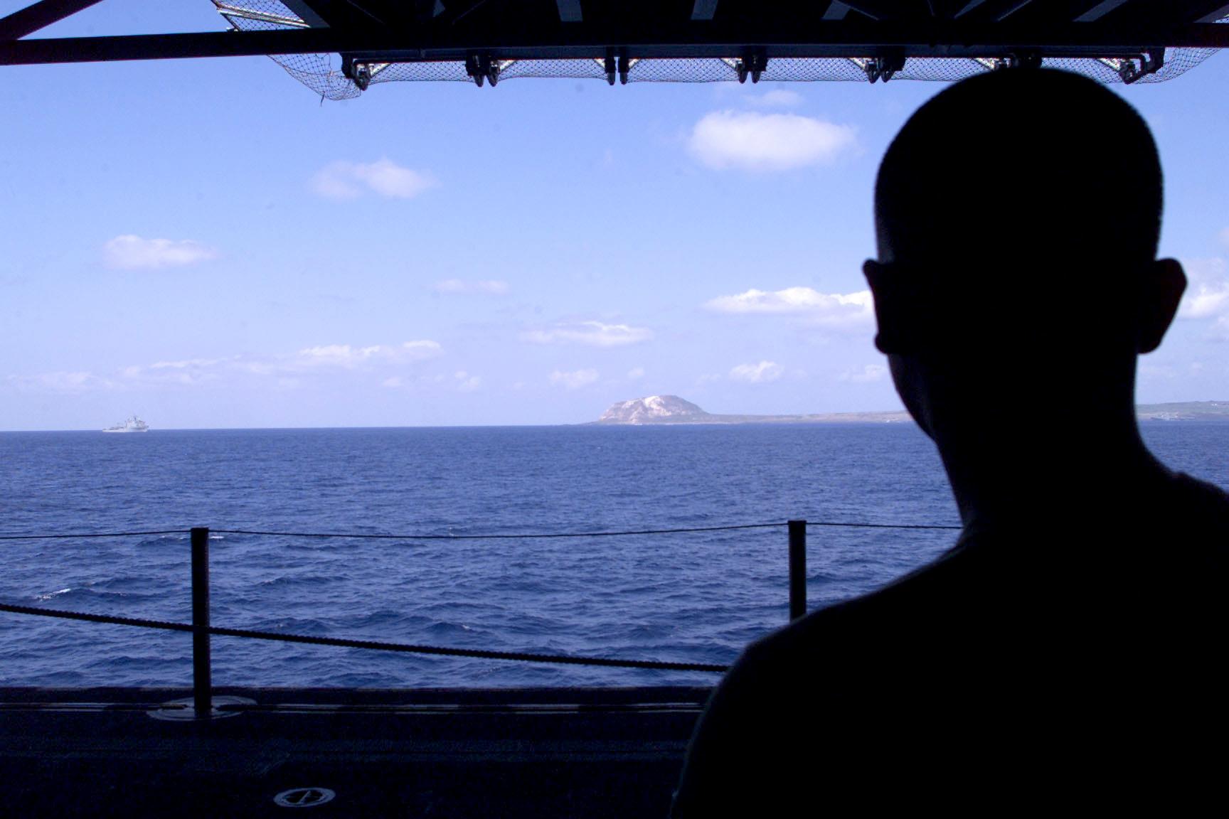 File:US Navy 020312-N-5972C-001 USS Essex - Marine ...