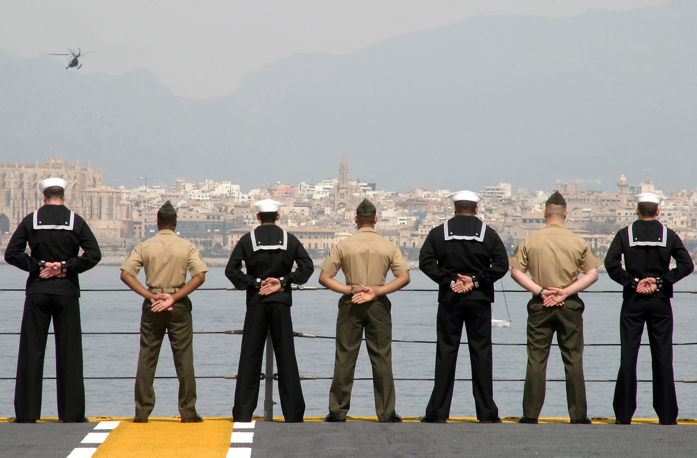 File:US Navy 050407-M-1195M-019 Marines and Sailors ...