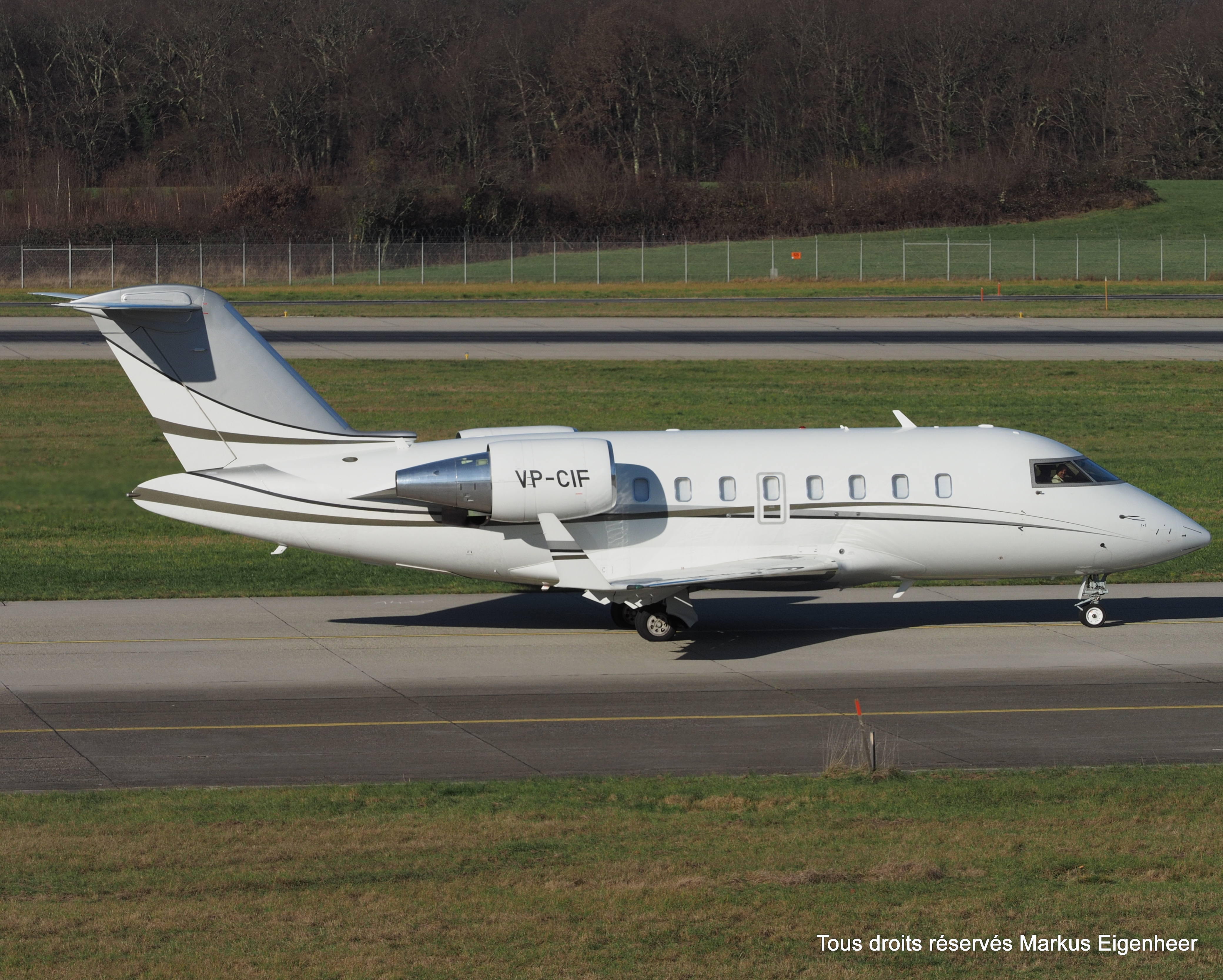 File:VP-CIF Bombardier CL-600-2B16 Challenger 605 CL60 - TAG