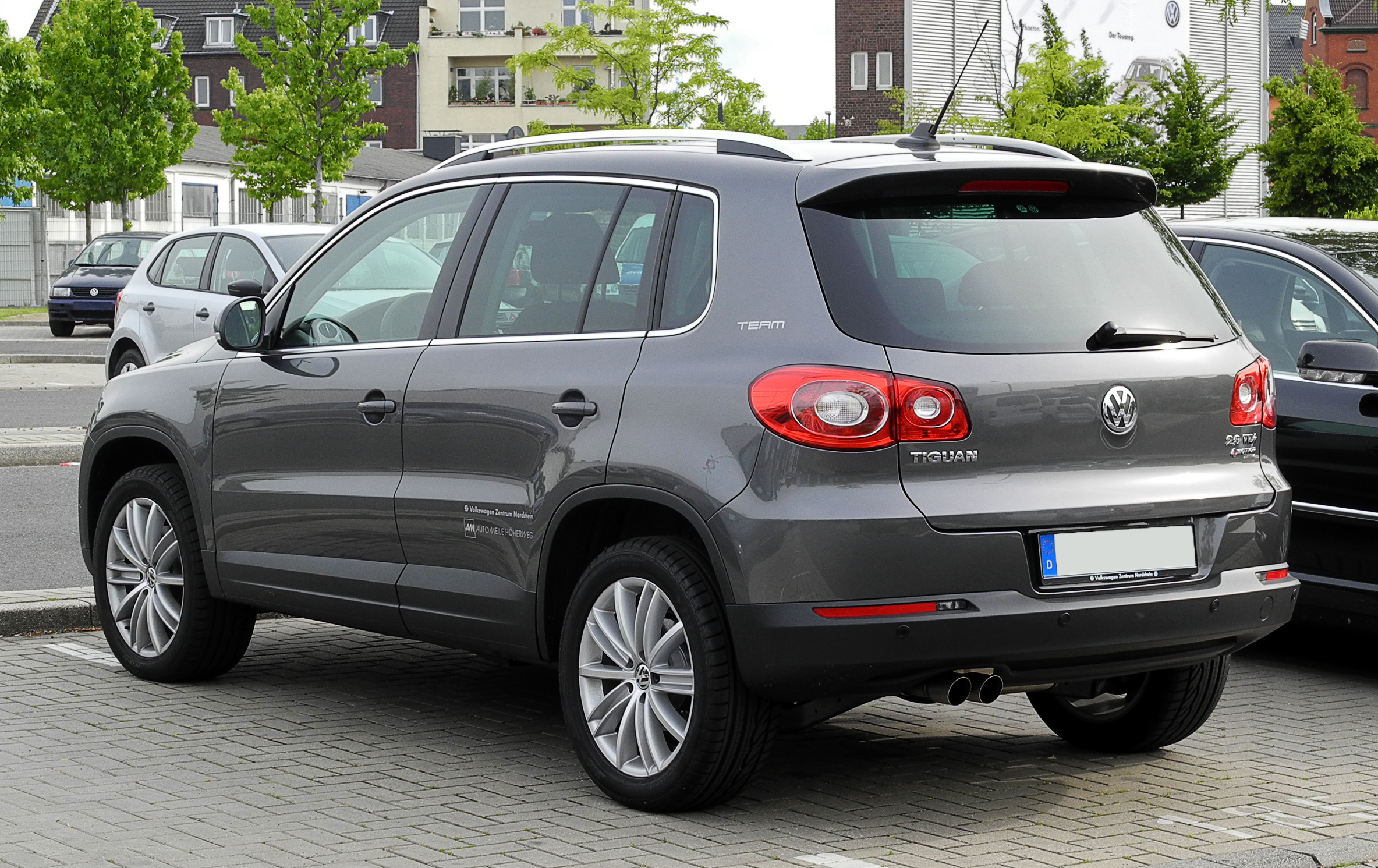 file vw tiguan sport style 2 0 tdi 4motion team heckansicht 12 juni 2011 d. Black Bedroom Furniture Sets. Home Design Ideas