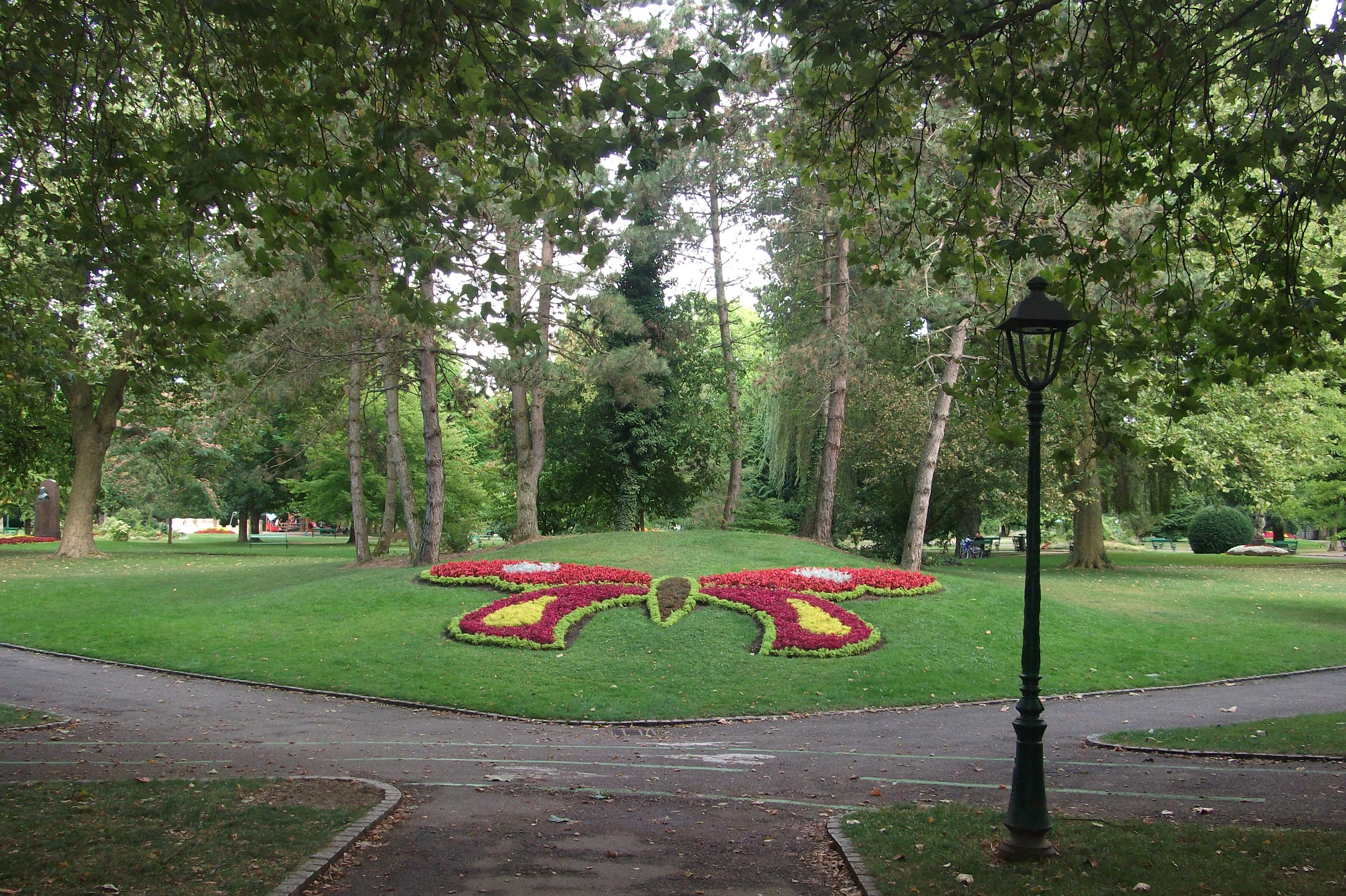 File vesoul jardin anglais 5 jpg wikimedia commons for Circuit jardins anglais