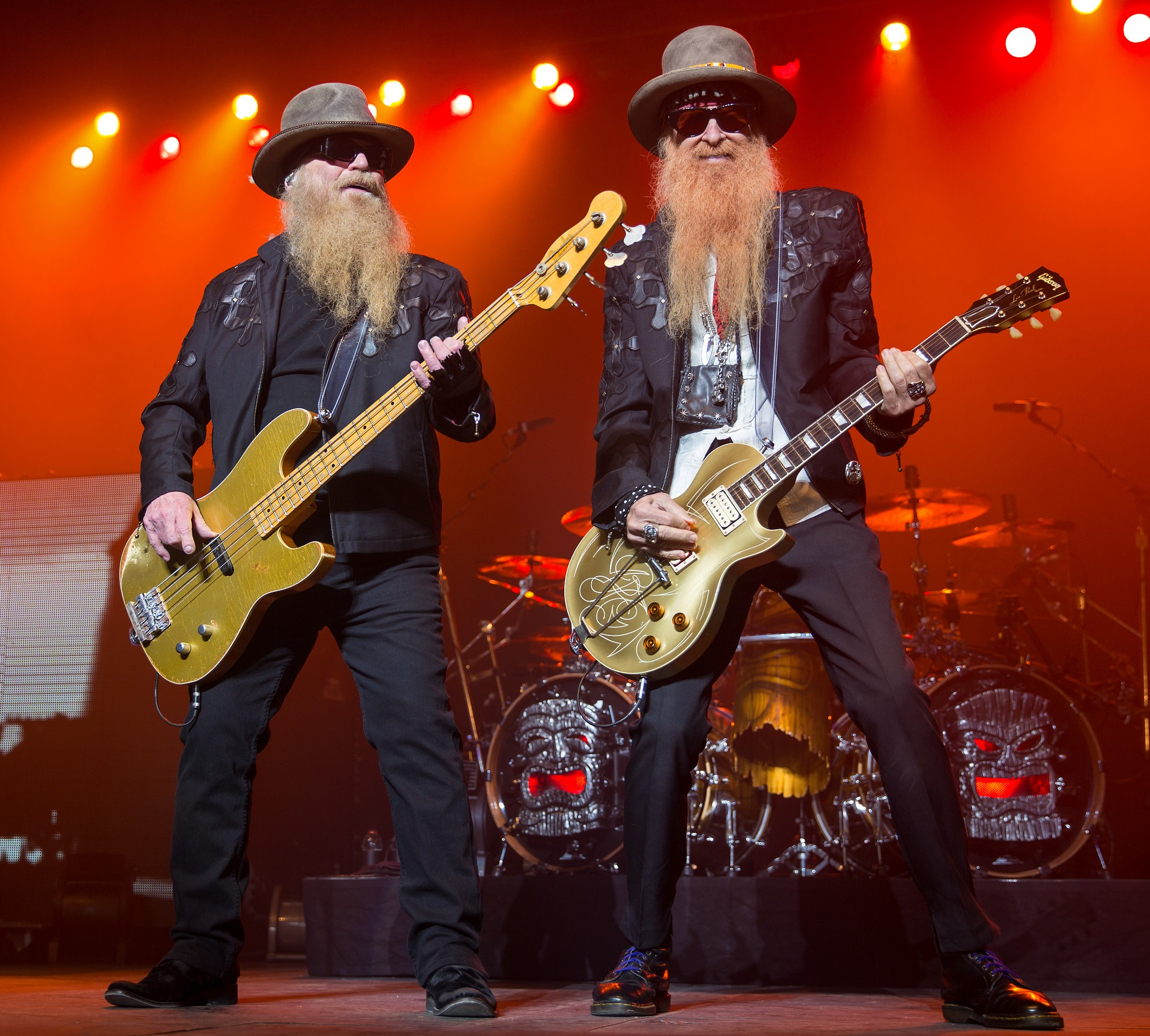 https://upload.wikimedia.org/wikipedia/commons/4/4f/ZZ_Top_2015.jpg