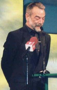 13.Juan Ramón Plana presentando los I Premios Eficacia 2001, con Juan José Gómez Lagares e Ignacio Salas (cropped).jpg