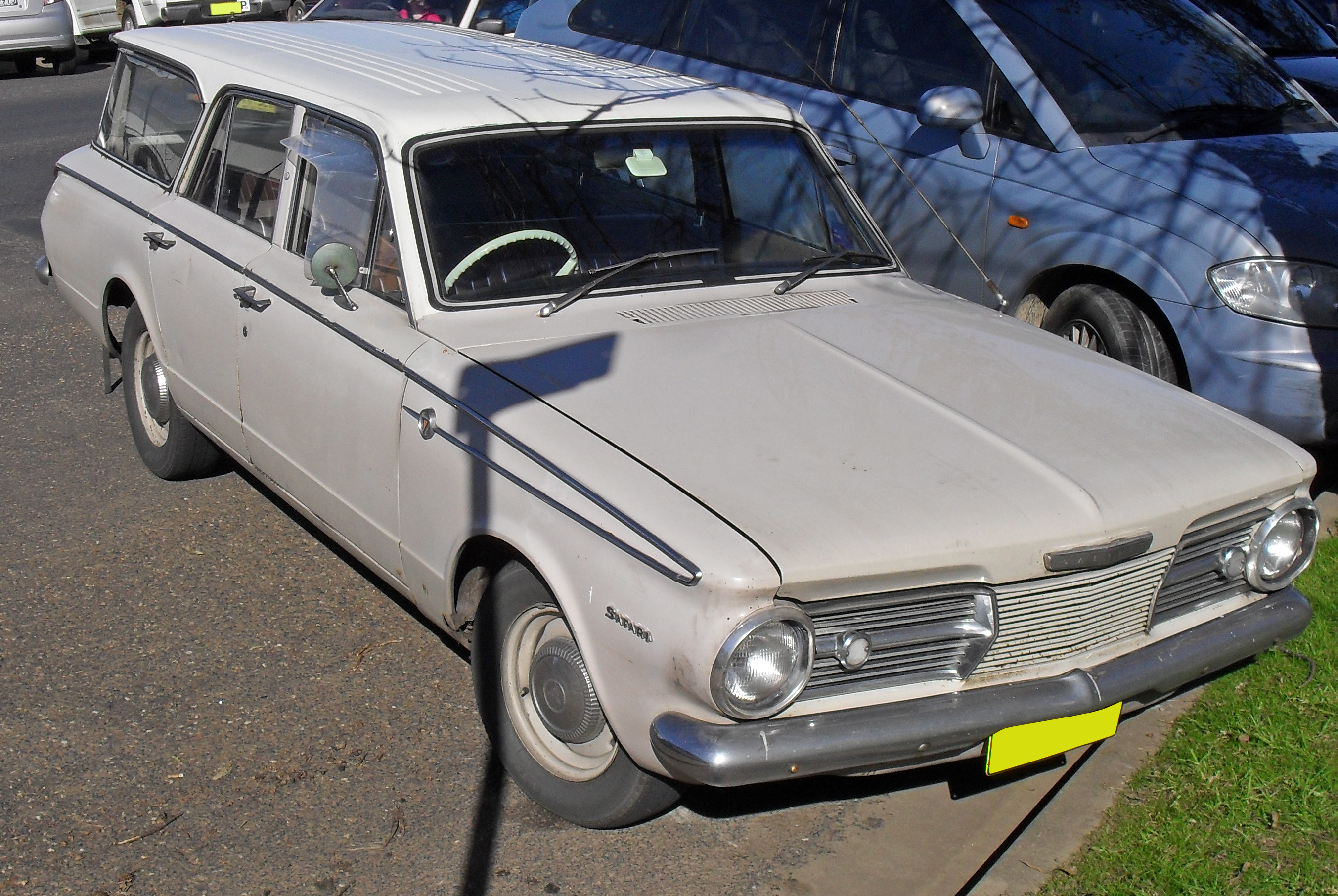 File:1965-1966 Chrysler Valiant Safari station wagon.jpg ...