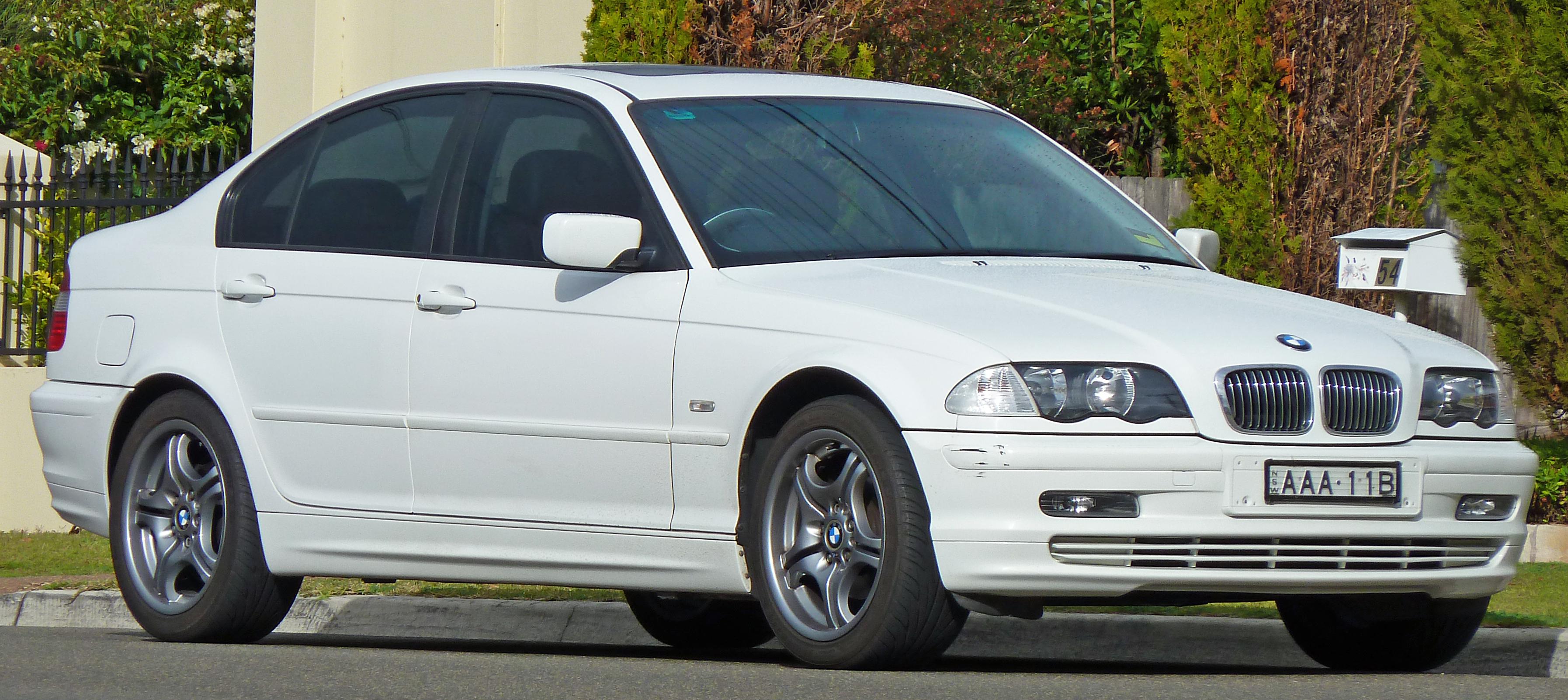 Description 2001 BMW 318i (E46) sedan (2010-07-08).