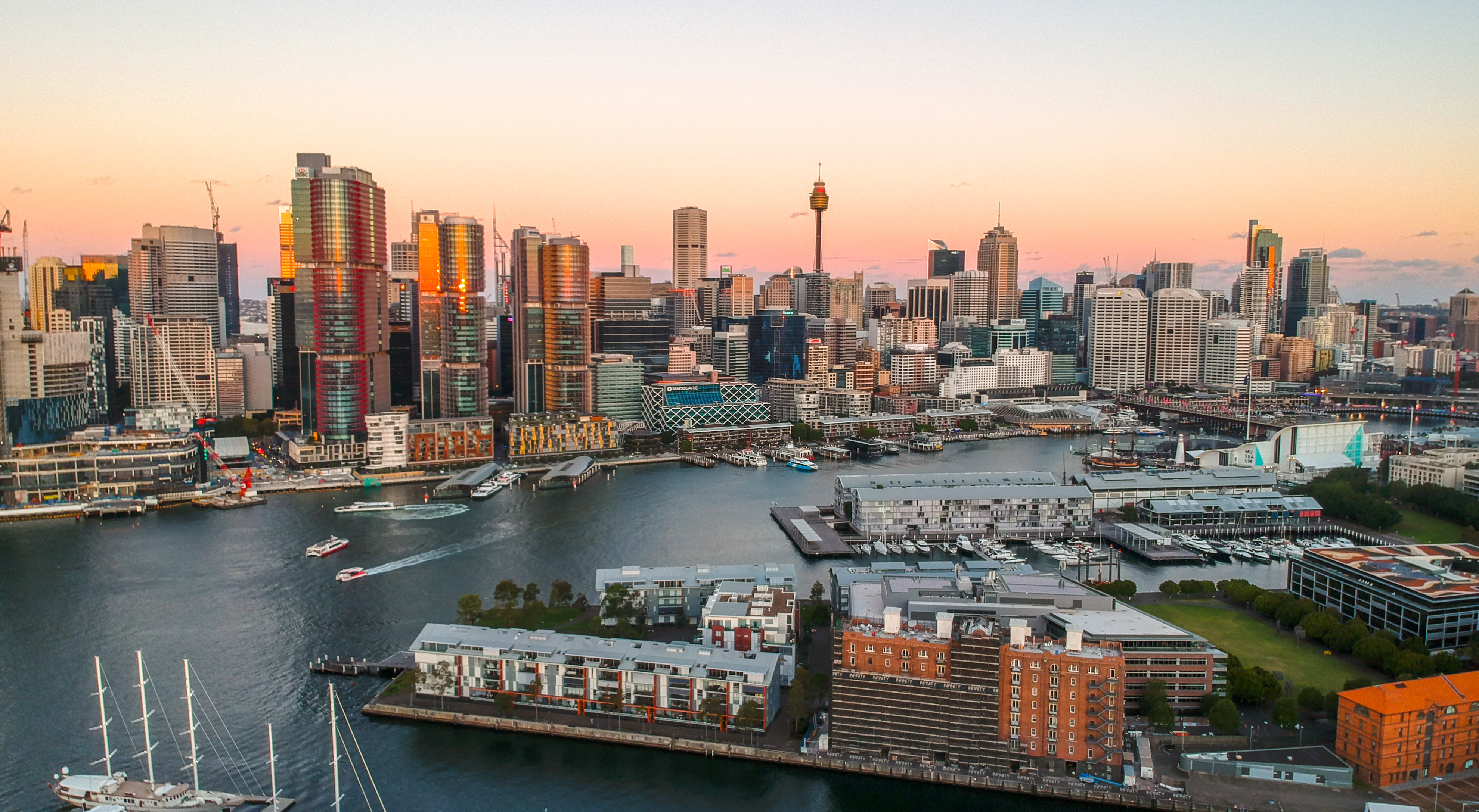 2019-04-10 Sydney CBD view from Pyrmont at sunset.jpg