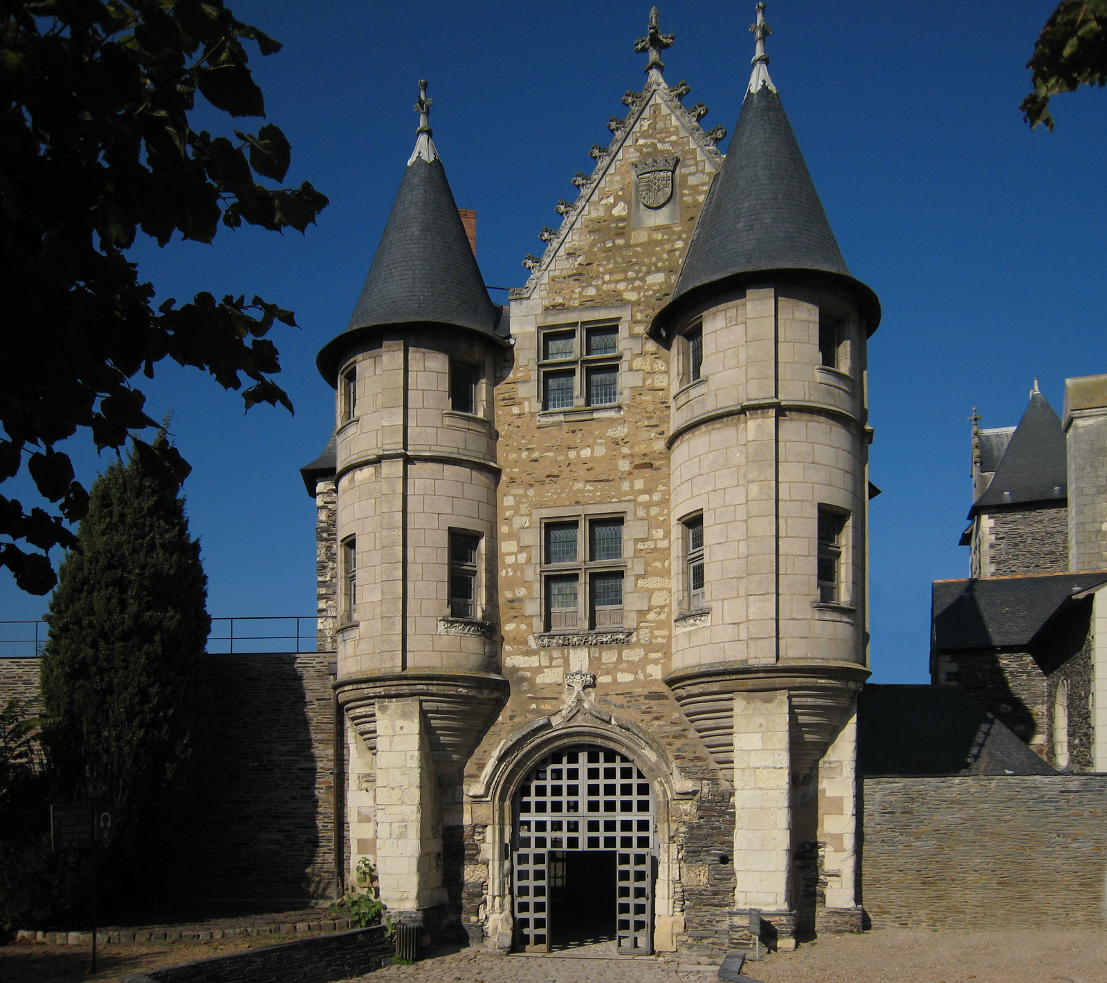 Анжер Angers_Castle_Chatelet_2007