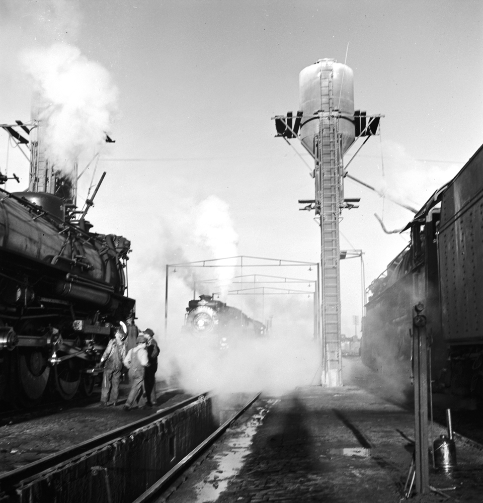 File:Ash Pit, Locomotives In Service Yard, Texas And