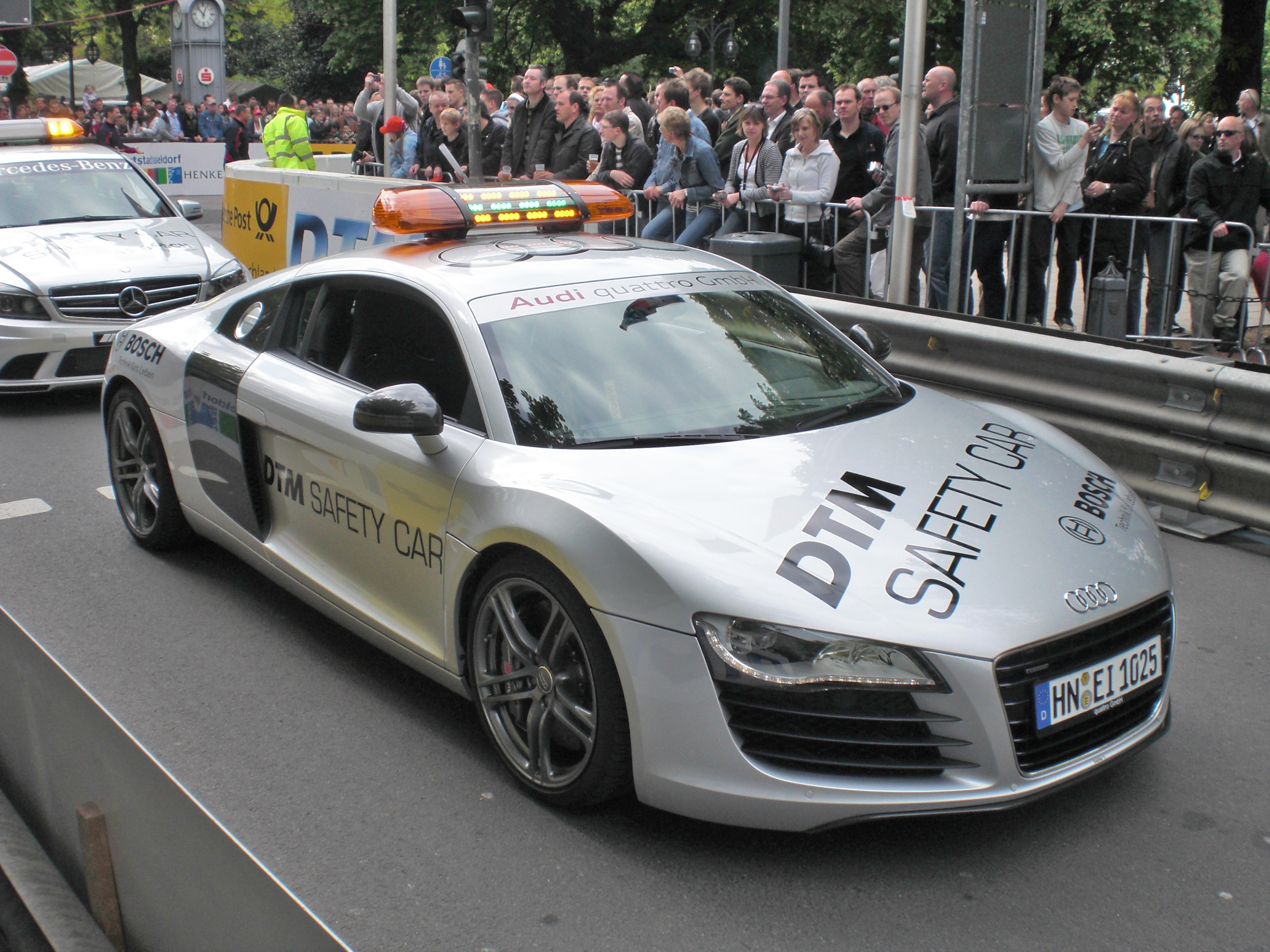 File Audi R8 From 2006 Dtm Safety Car Frontright 2009 04