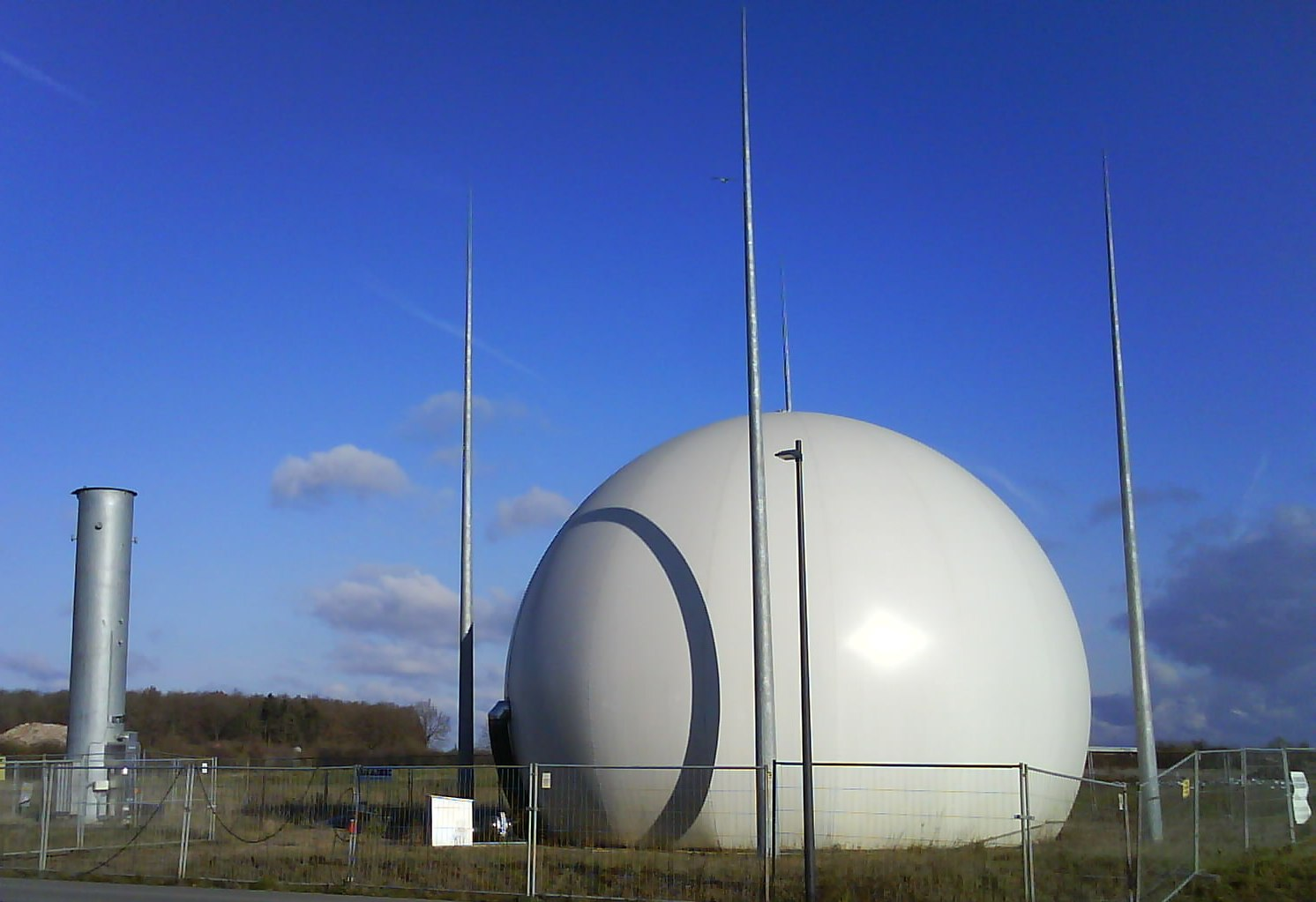 File Biogasholder And Flare Jpg Wikimedia Commons