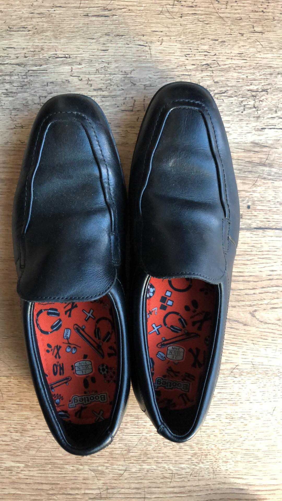 File:Boys school shoes from Clarks