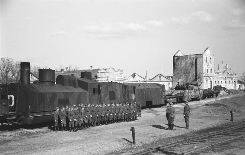 File:Bundesarchiv B 145 Bild-F016218-0033A, Krim, Panzerzug, Besichtigung Hans v. Ahlfen.jpg