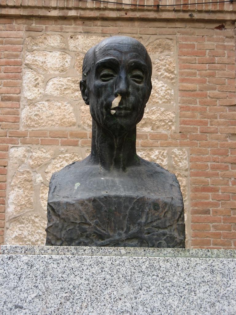 Busto de José Antonio Ochaíta en Guadalajara (España)