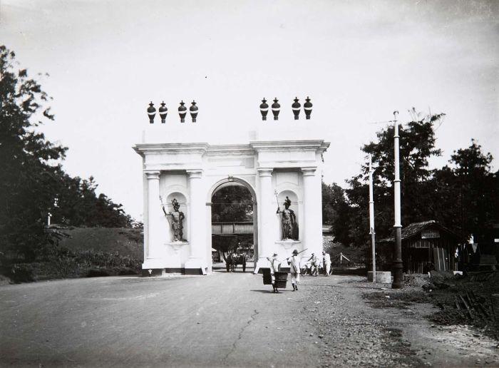 File collectie tropenmuseum de amsterdamse poort in for Amsterdam poort