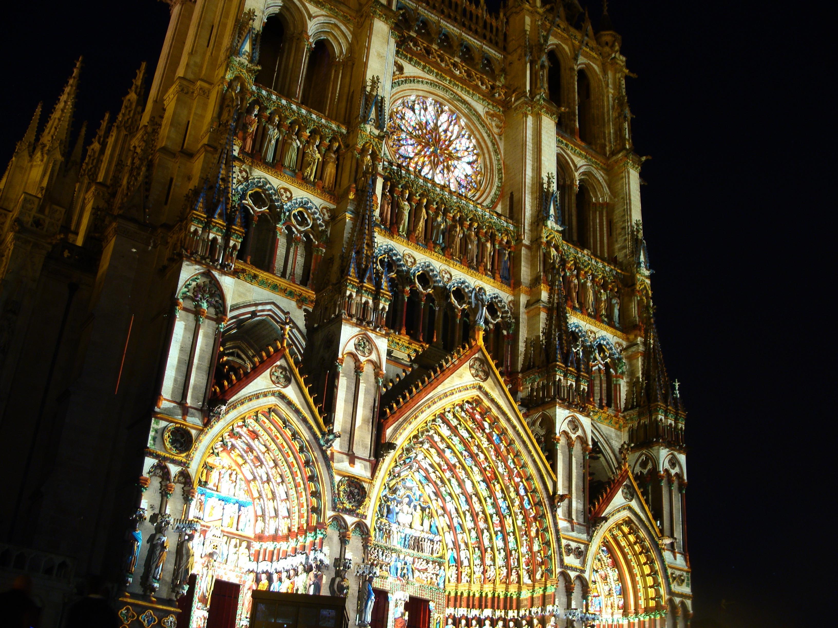Des joyaux de l'architecture parisienne galvaudés - Page 2 Cath%C3%A9drale_d%27Amiens_en_couleurs
