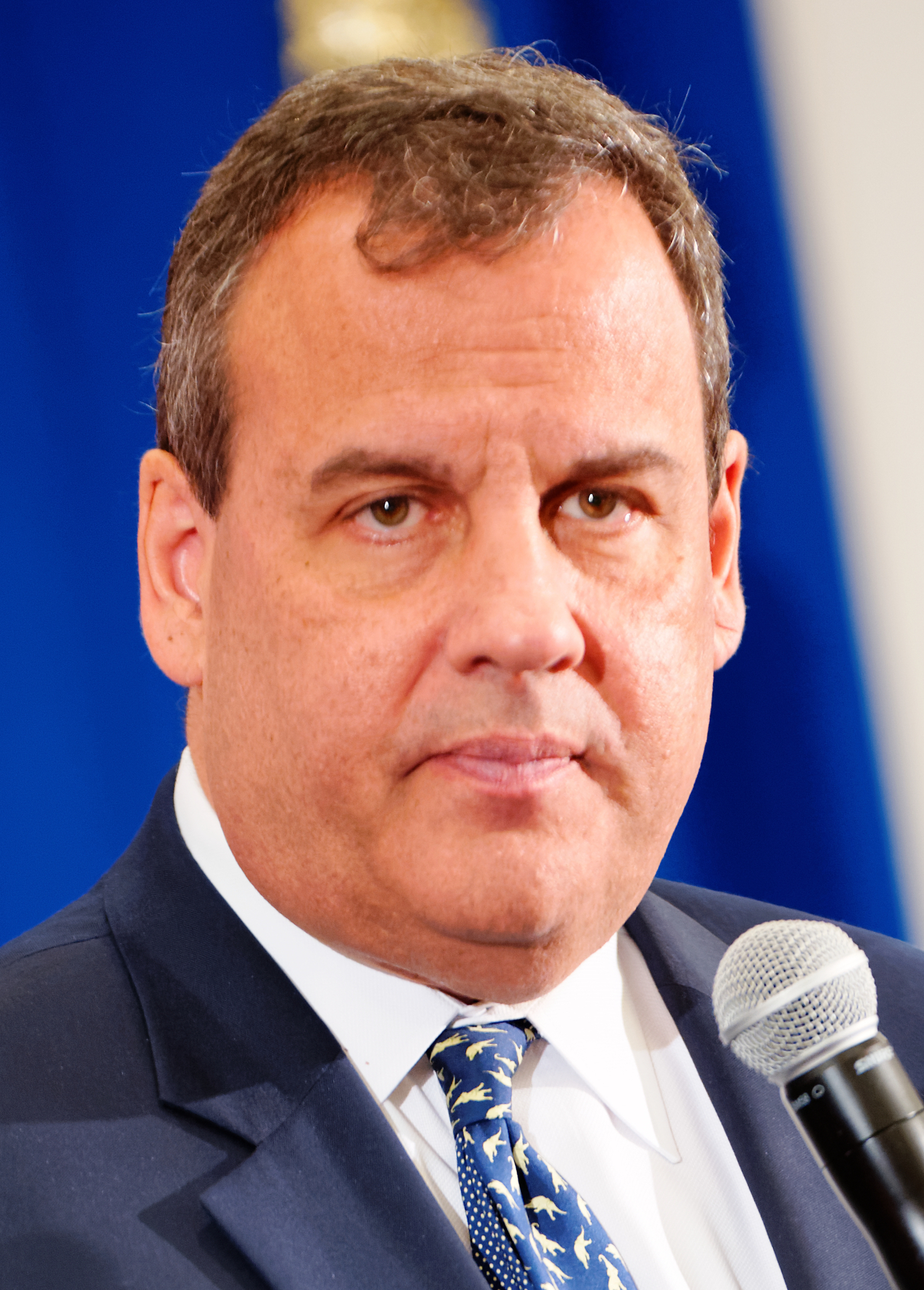 The 55-year old son of father Wilbur Christie and mother Sondra Grasso Chris Christie in 2018 photo. Chris Christie earned a 0.7 million dollar salary - leaving the net worth at 5 million in 2018