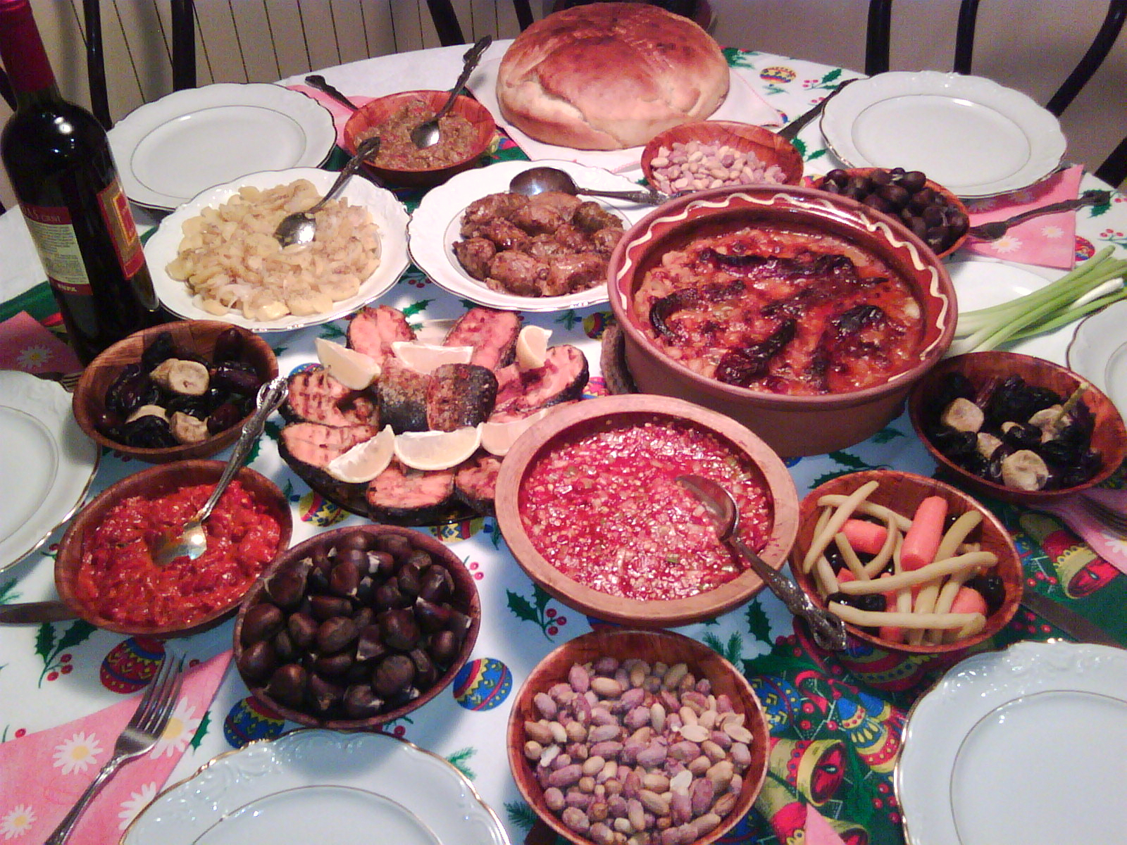 http://upload.wikimedia.org/wikipedia/commons/5/50/Christmas_Eve_(Badnik)_Dinner_Table_Macedonian.jpg