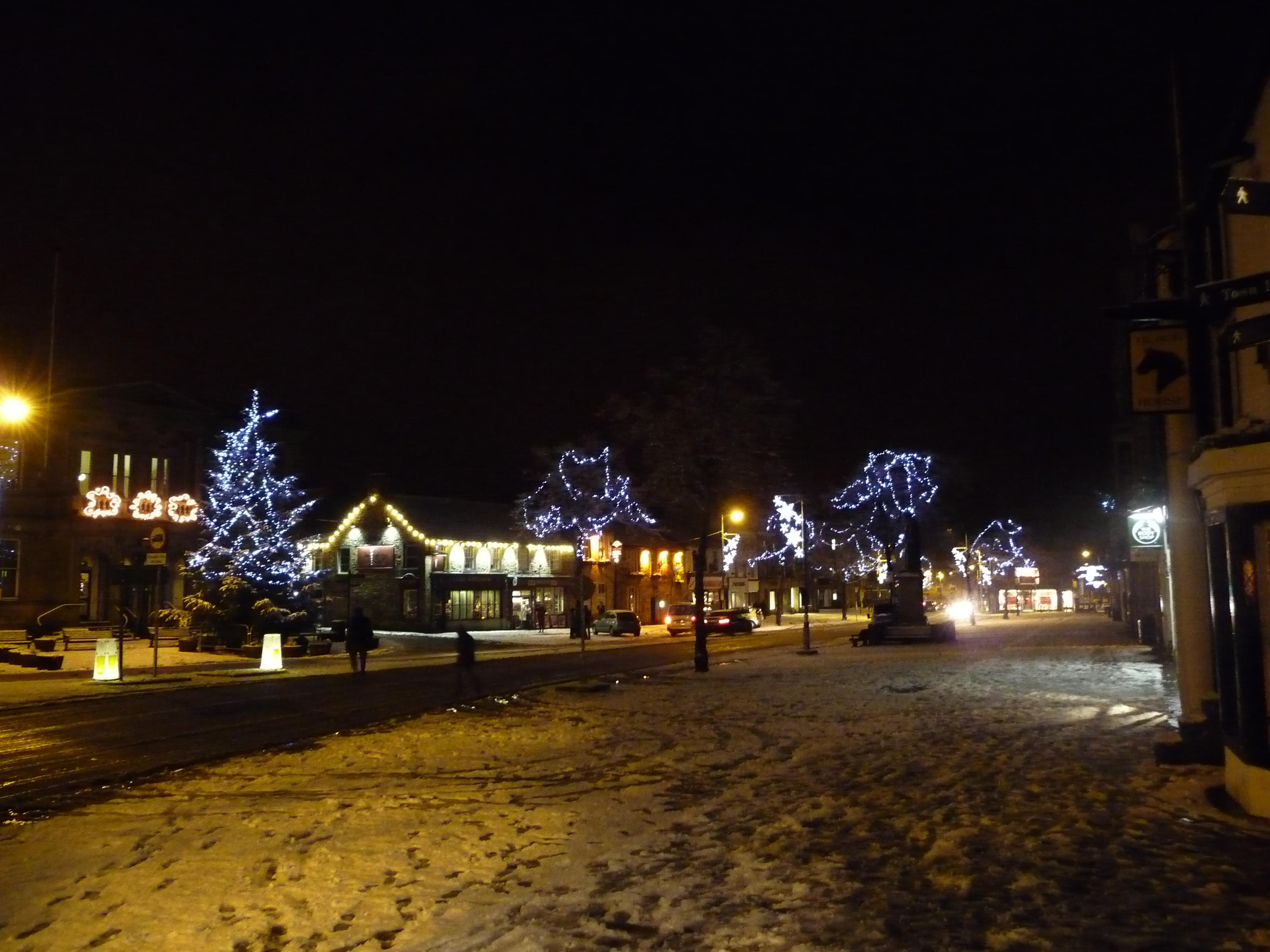 File:Christmas lights on Skipton High Street.JPG - Wikimedia Commons