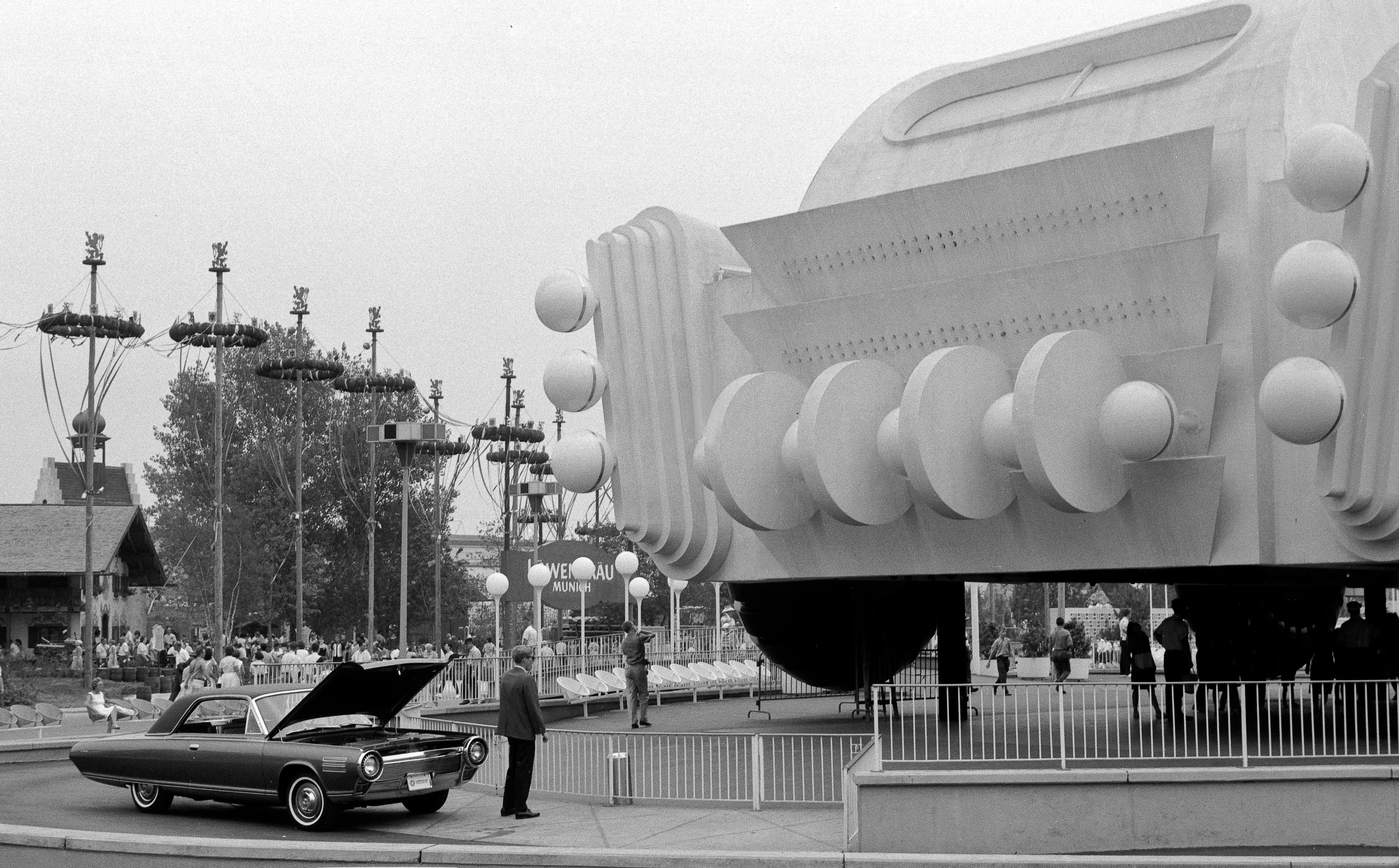 File Chrysler Turbine Car Worlds Fair 1964 Jpg Wikimedia Commons