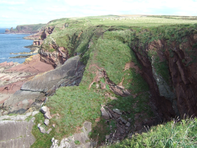 Cliffs at Musselwick - geograph.org.uk - 1532012